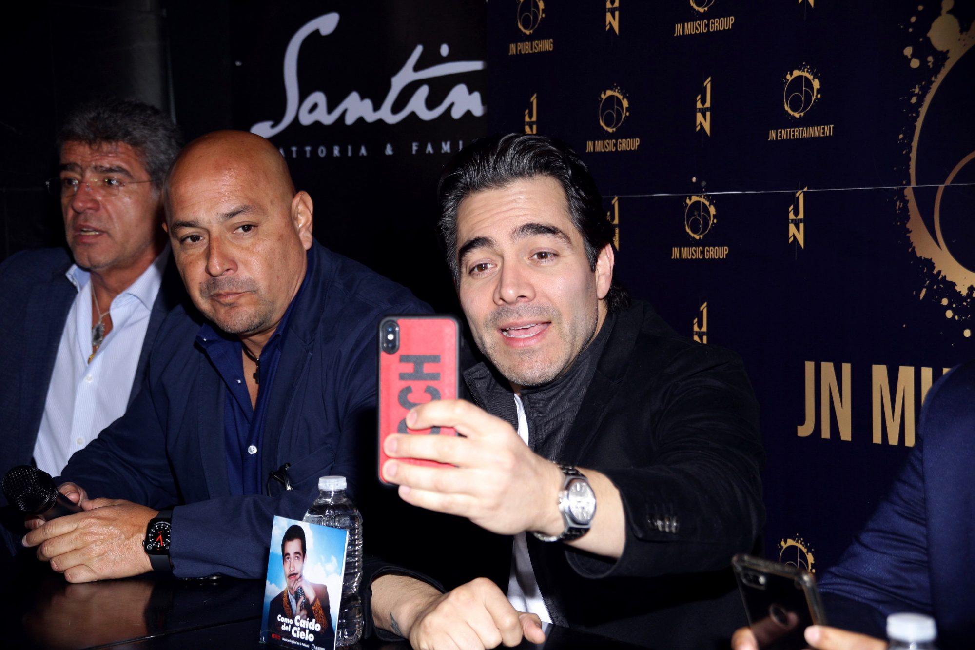 """Omar Chaparro presenta su nuevo disco """"Como Caído Del Cielo"""