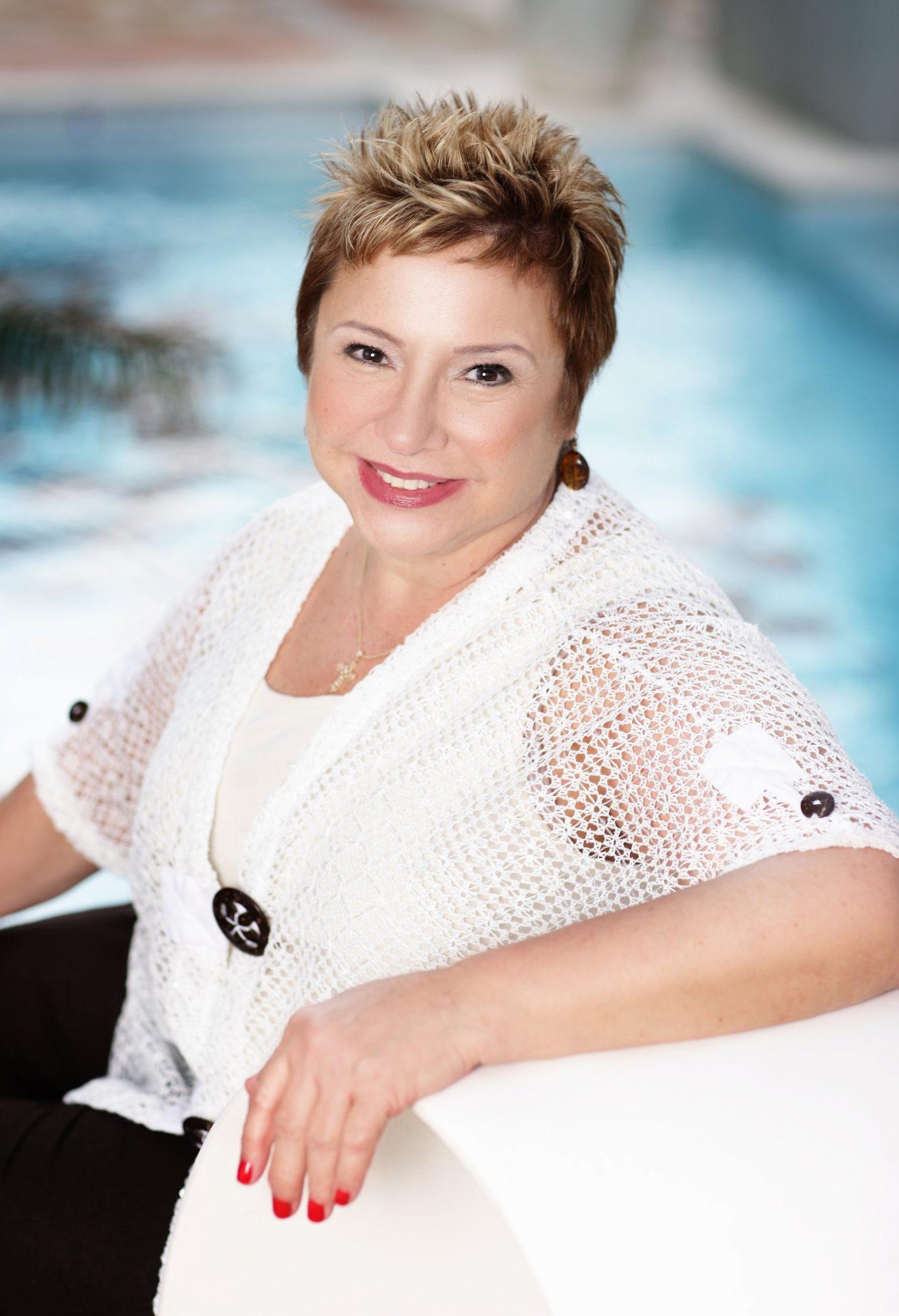 Angie Benitez - ahijada de Adamari Lopez
