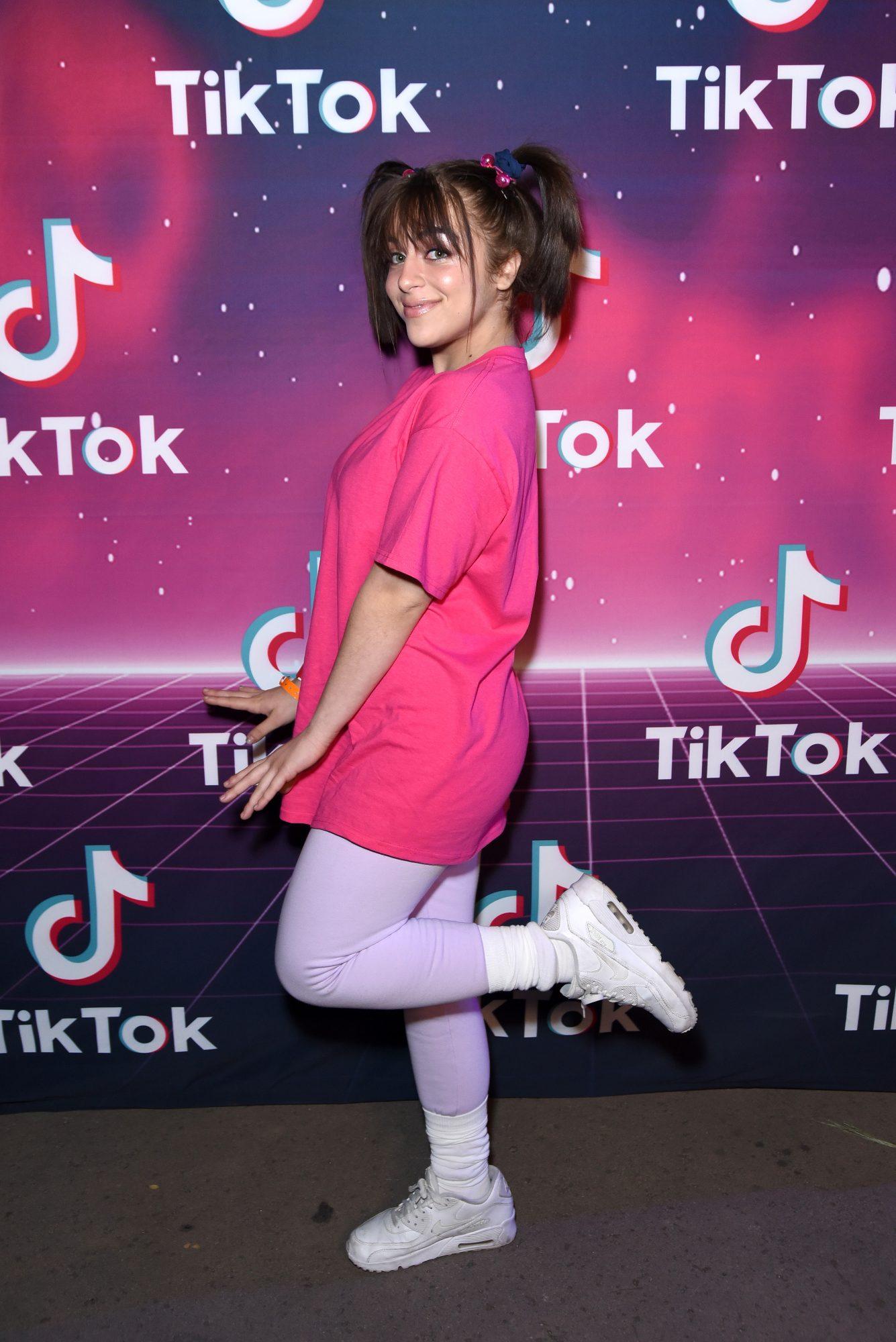 Baby Ariel en fiesta de disfraces de TikTok en Los Ángeles