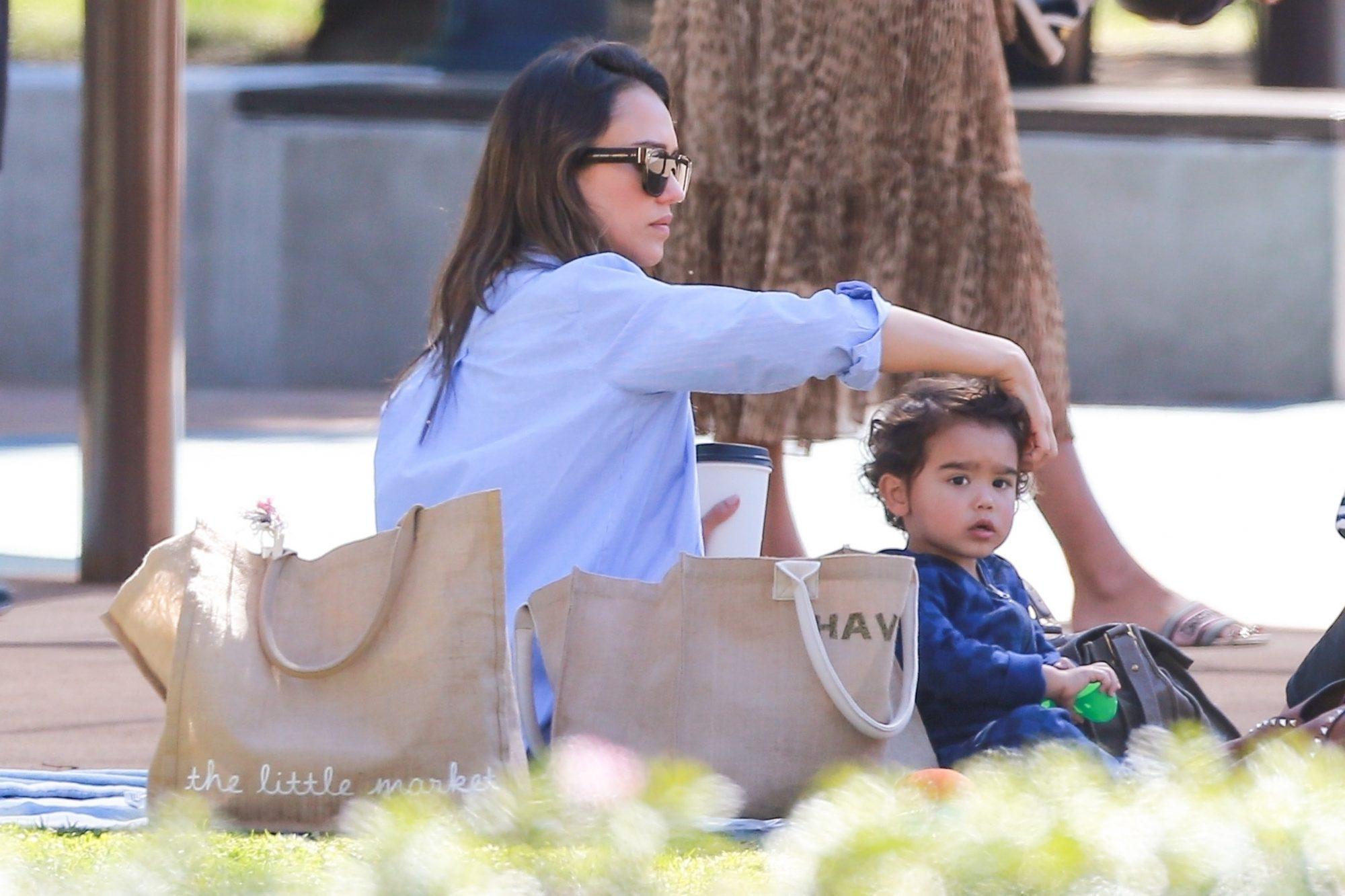 Jessica Alba con su hijo Hayes