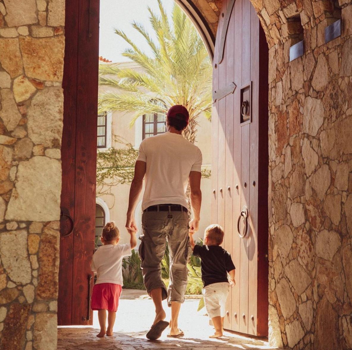 Enrique Iglesias y sus hijos