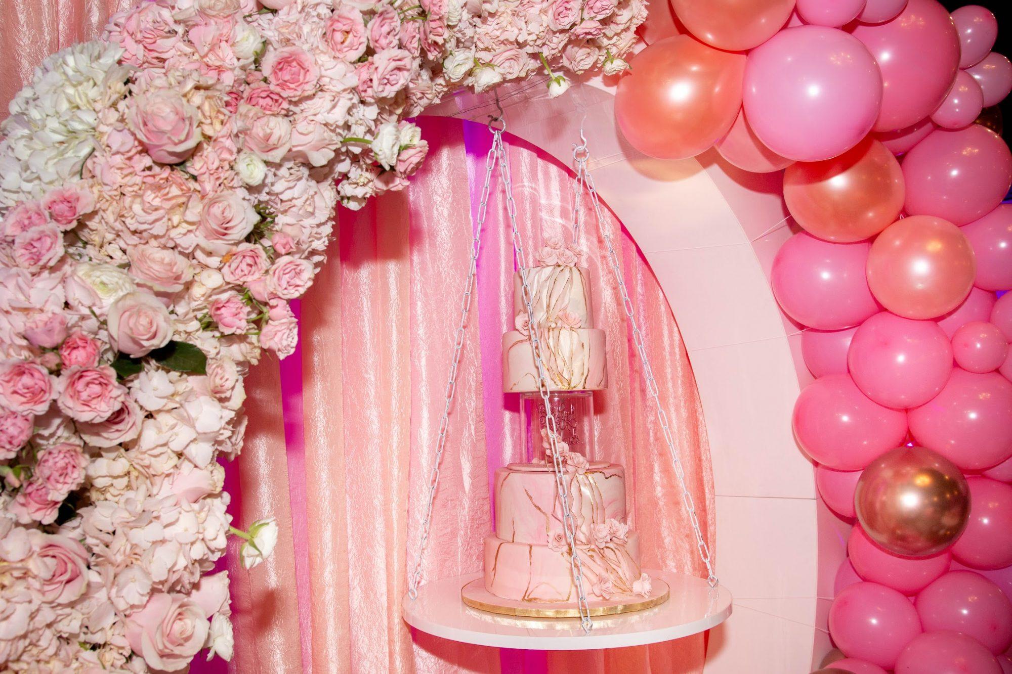 erica-mena-baby-shower-cake.jpg