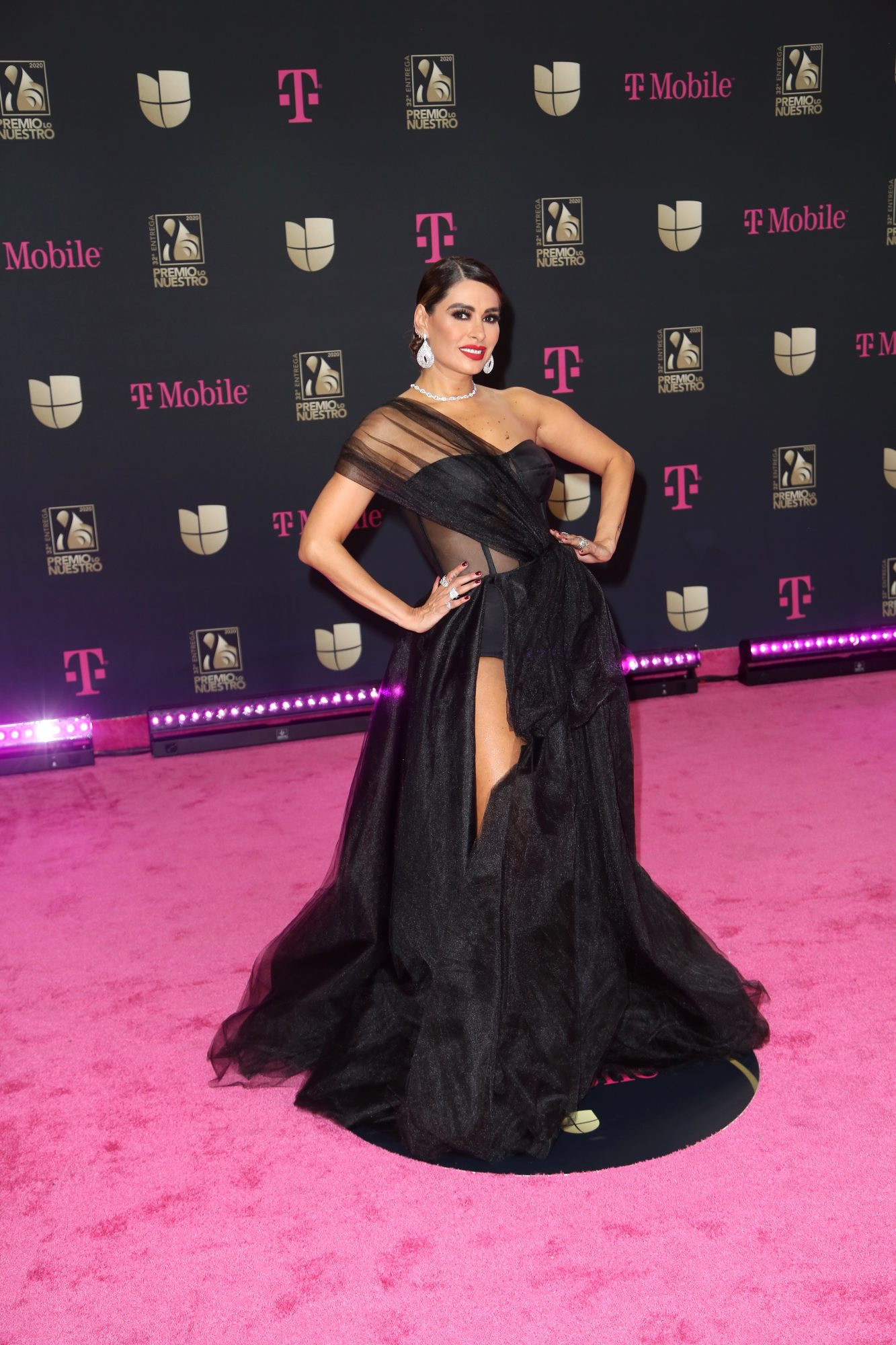 Galilea Montijo, premio lo nuestro, 2020, mejor vestidas
