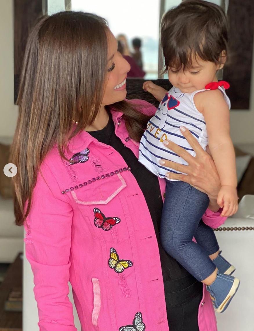 Giselle Blondet con su nieta