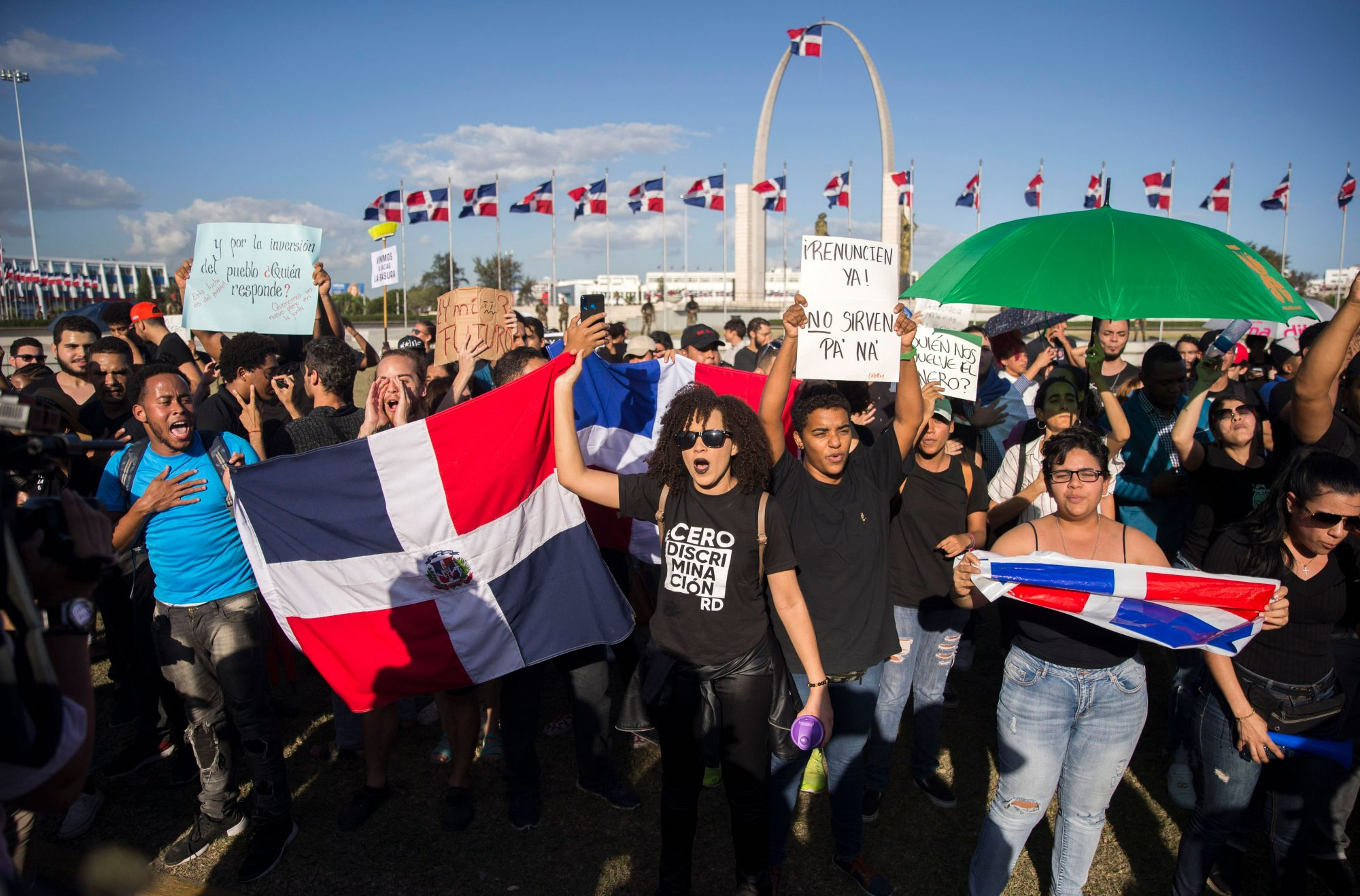 Dominicanos protestan en la Plaza de la Bandera en Santo Domingo, República Dominicana
