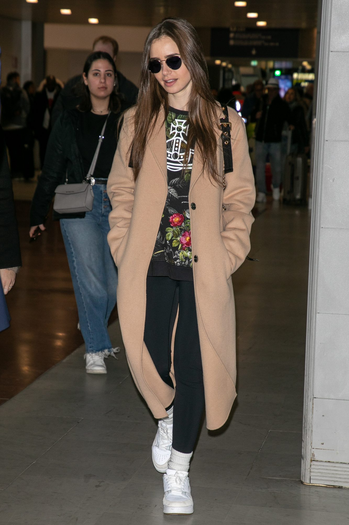 Lily Collins, looks