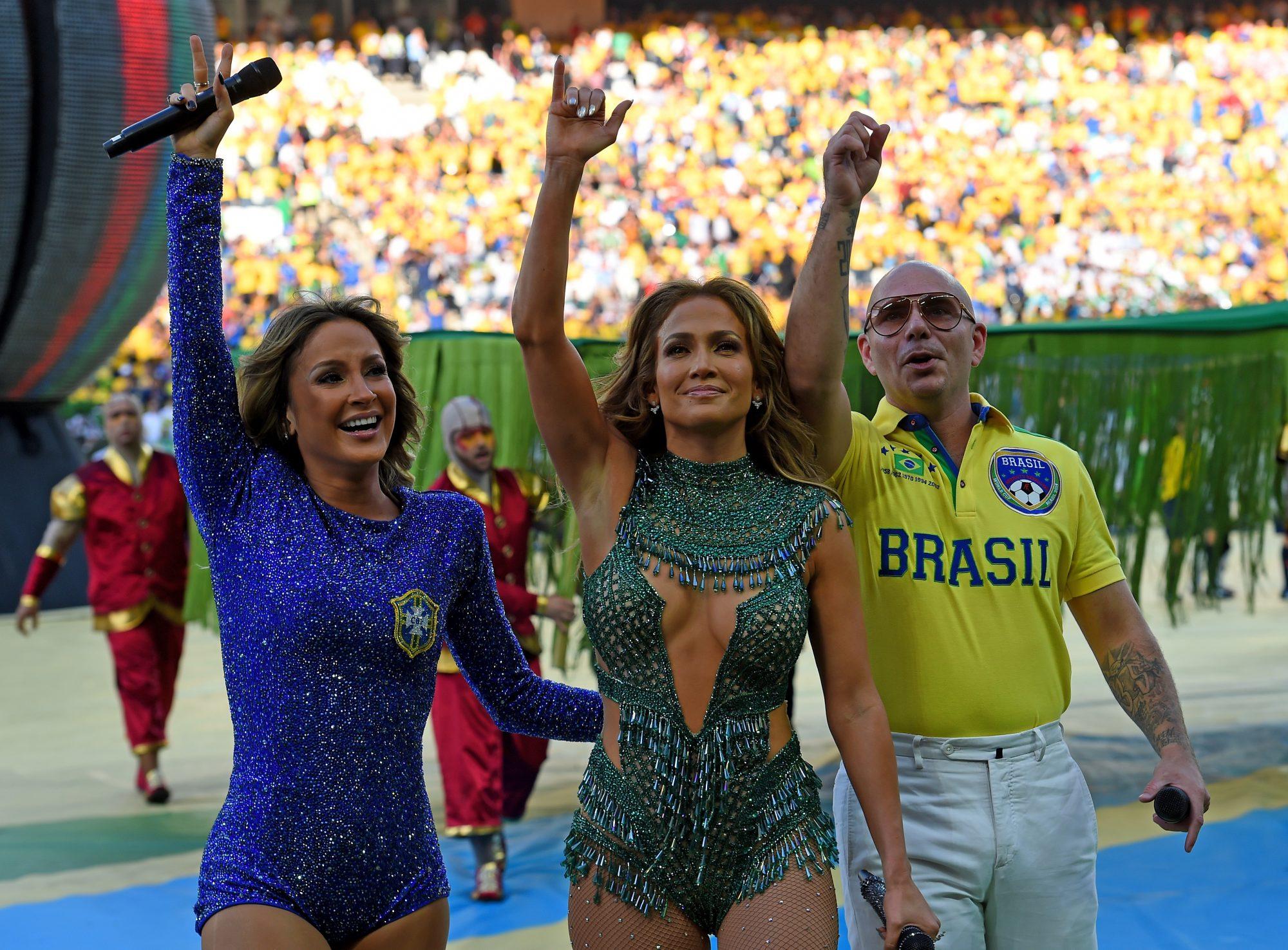 Claudia Leitte, Jennifer Lopez, rapper Pitbull