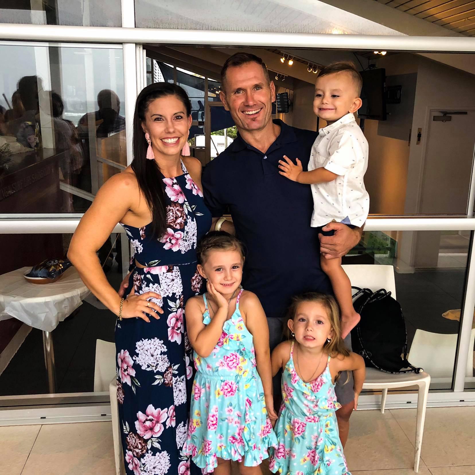 Hannah y Rowan Baxter y familia