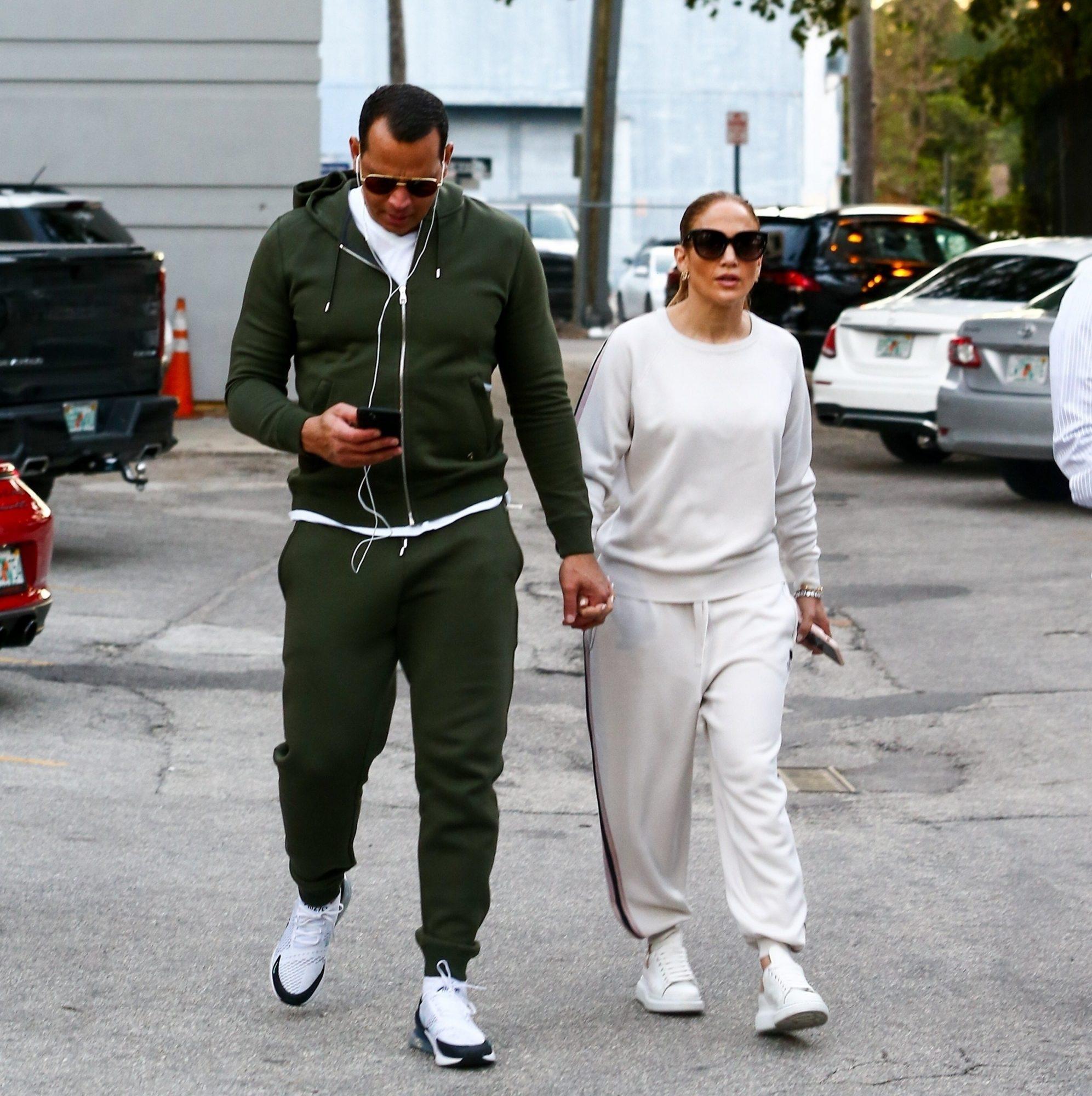 Jennifer Lopez and Alex Rodriguez arrive at the gym en Miami