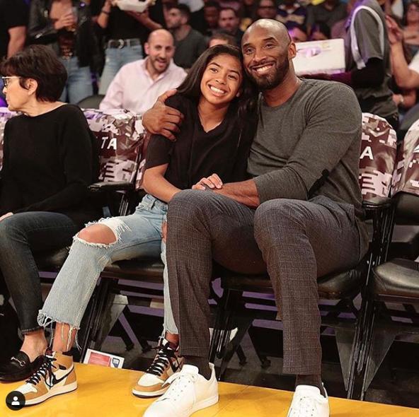Kobe Bryant hija en partido lakers