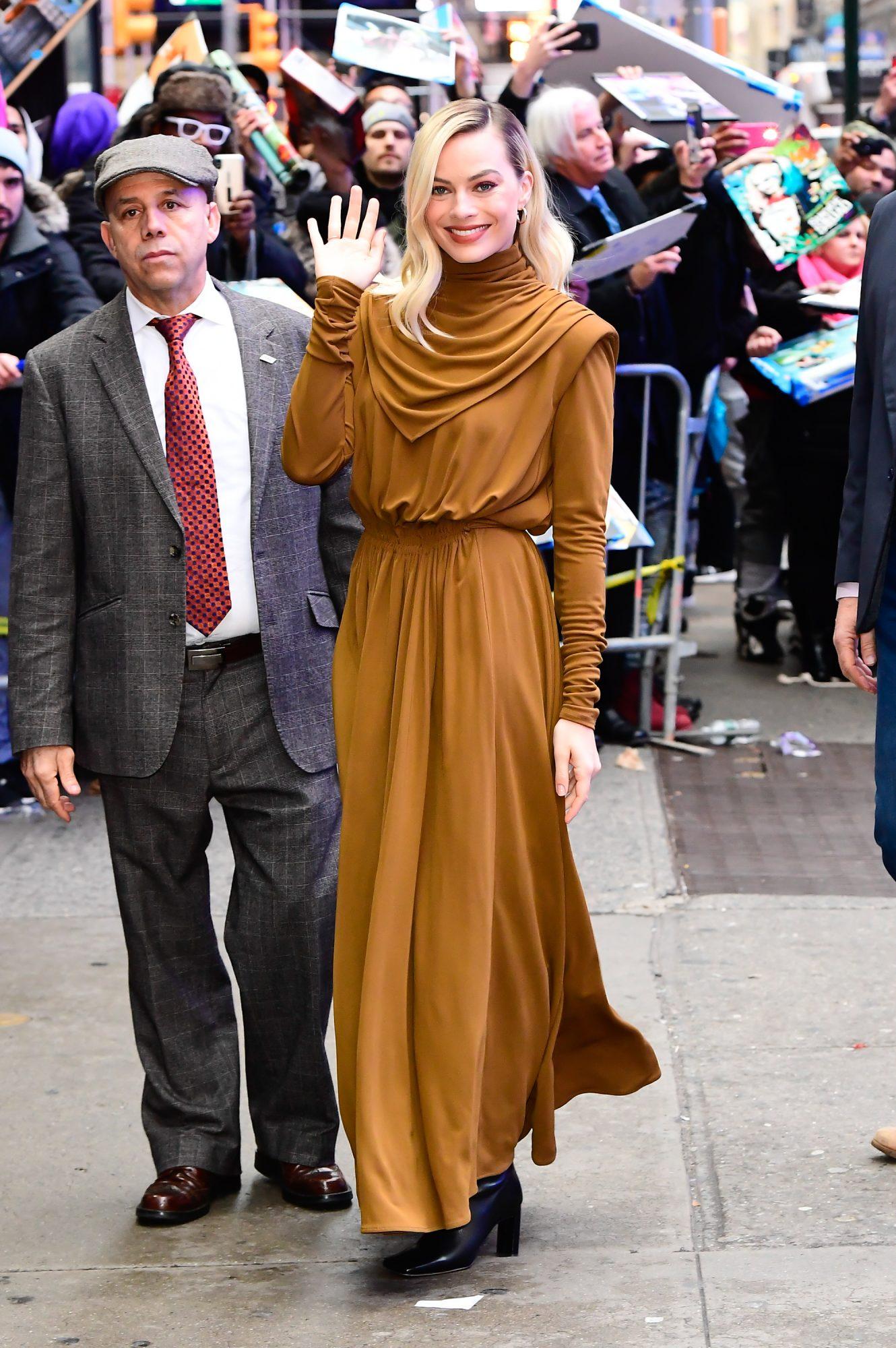 Margot Robbie, looks