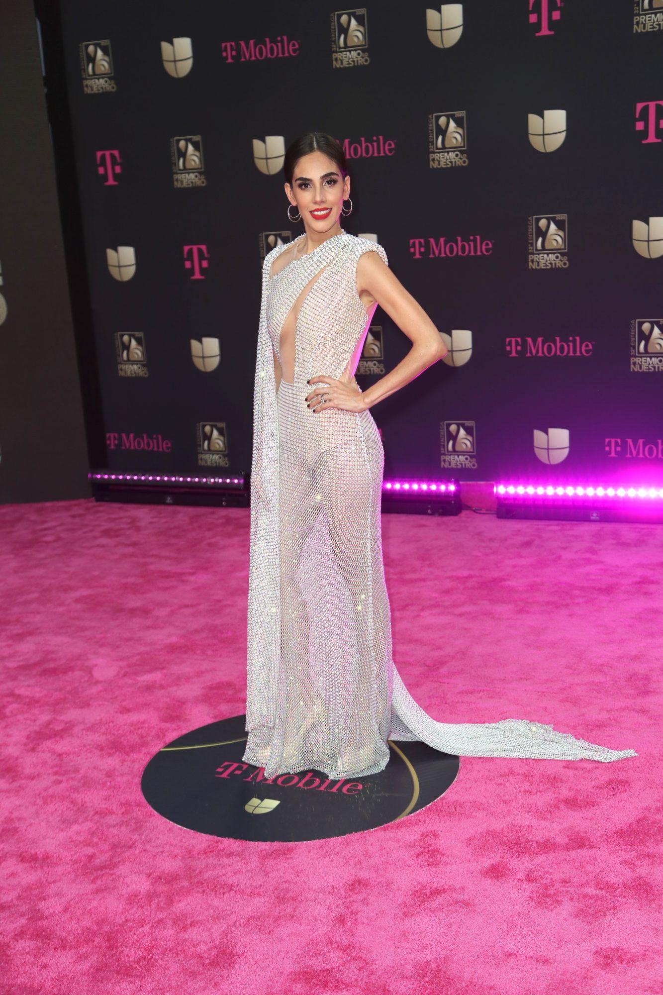 Sandra Echeverria, Premio lo nuestro 2020, mejor vestidas, alfombra