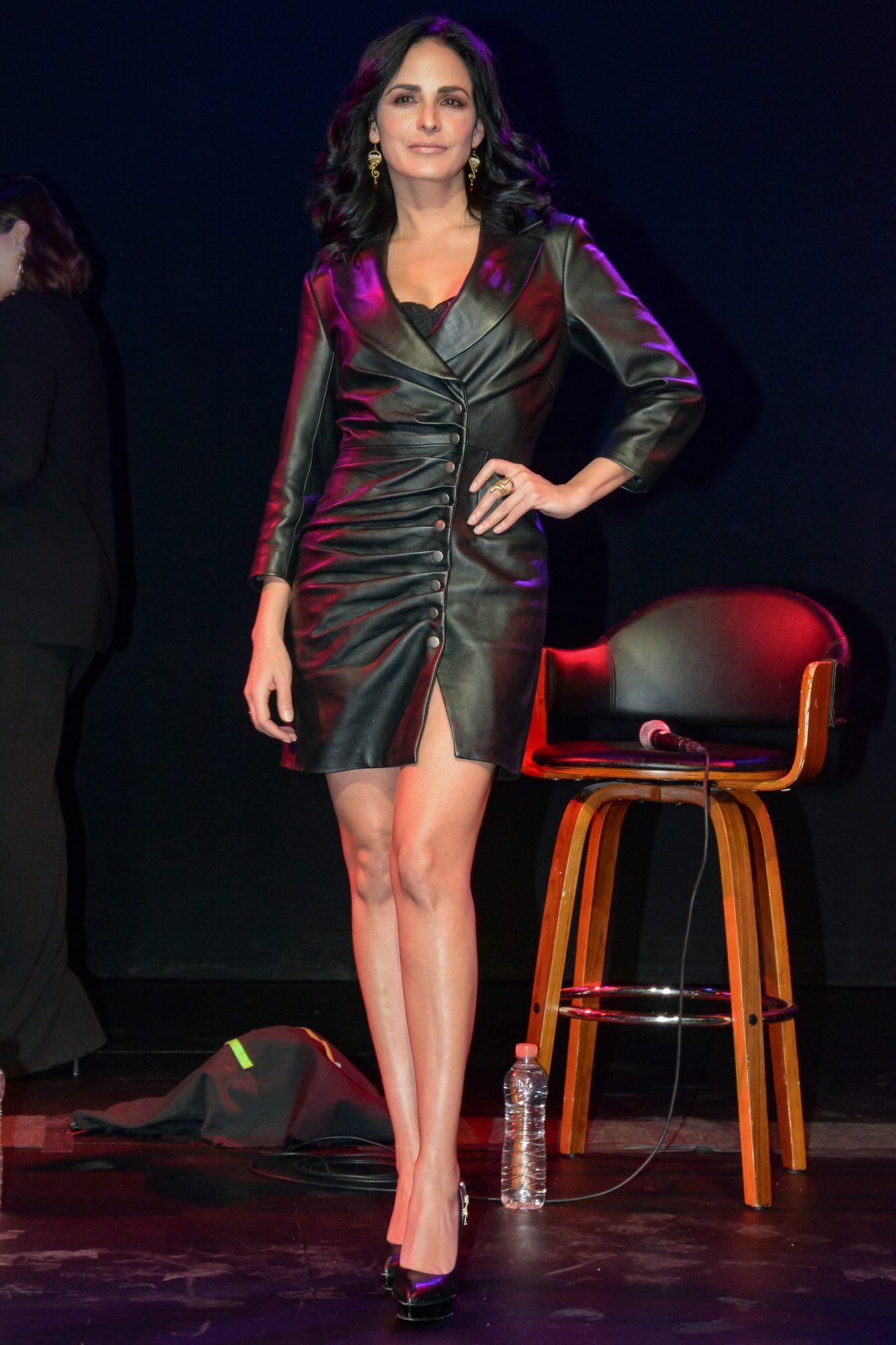 Ximena Herrera, looks