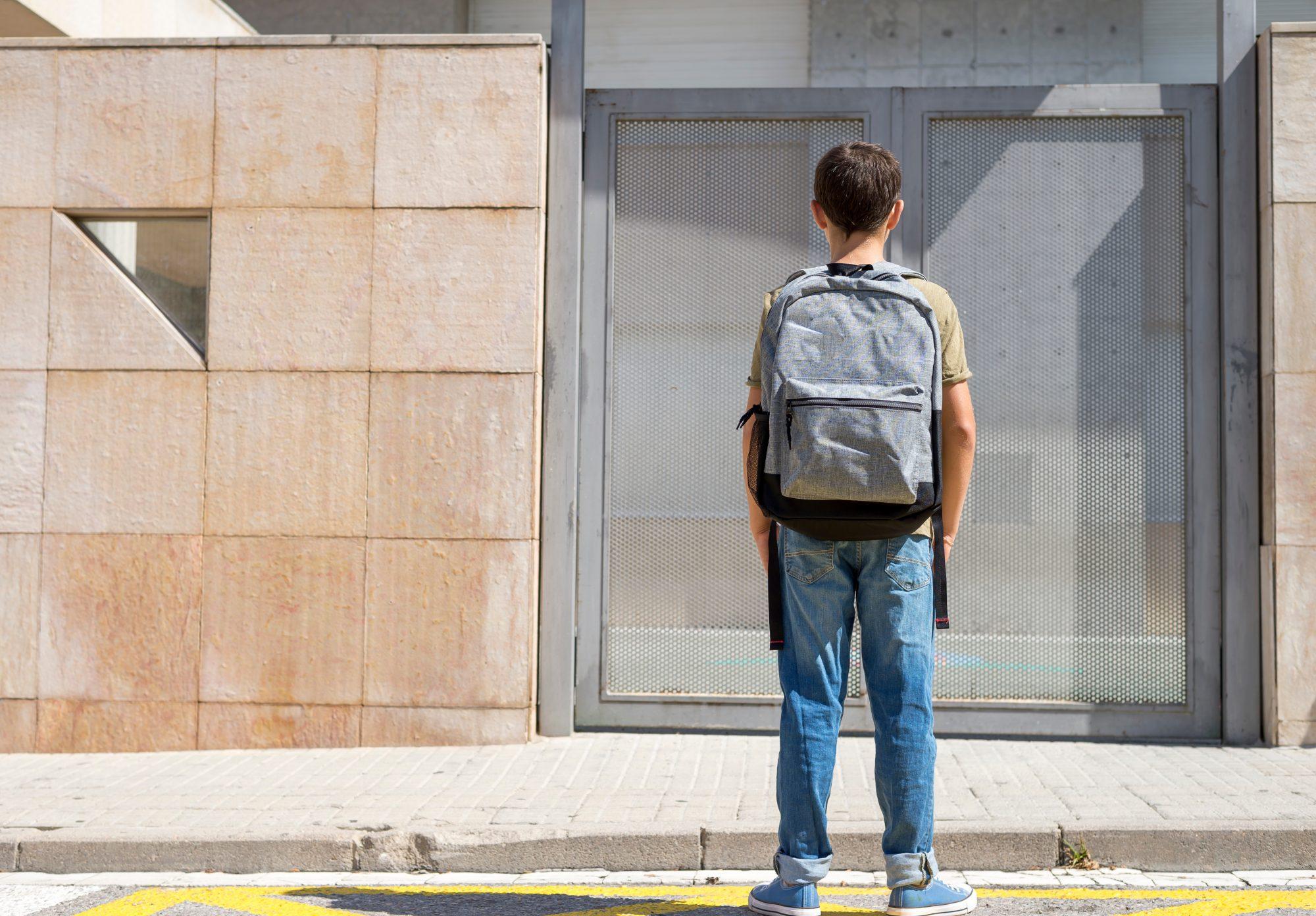 Niño en escuela