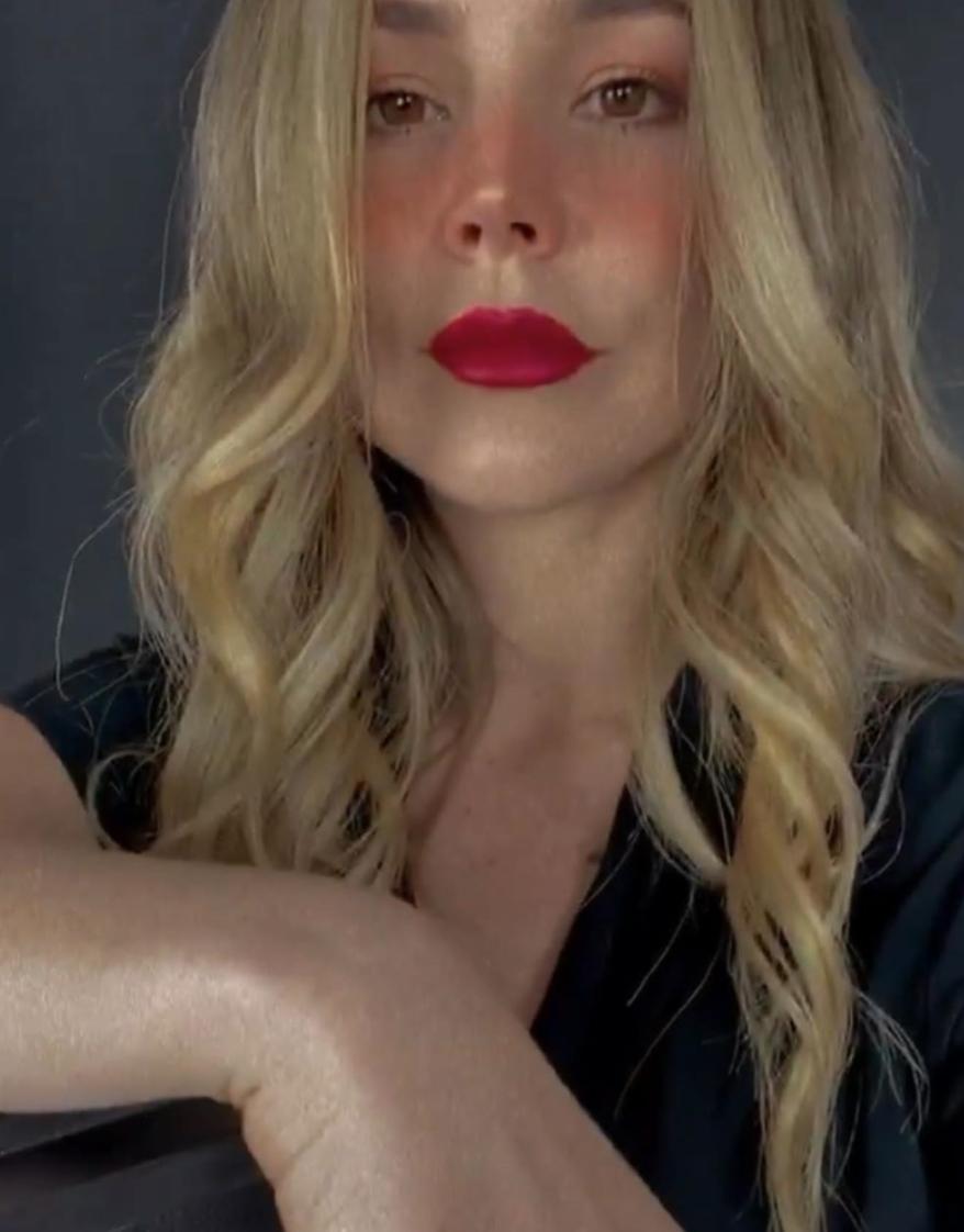 Camila Sodi como rubia