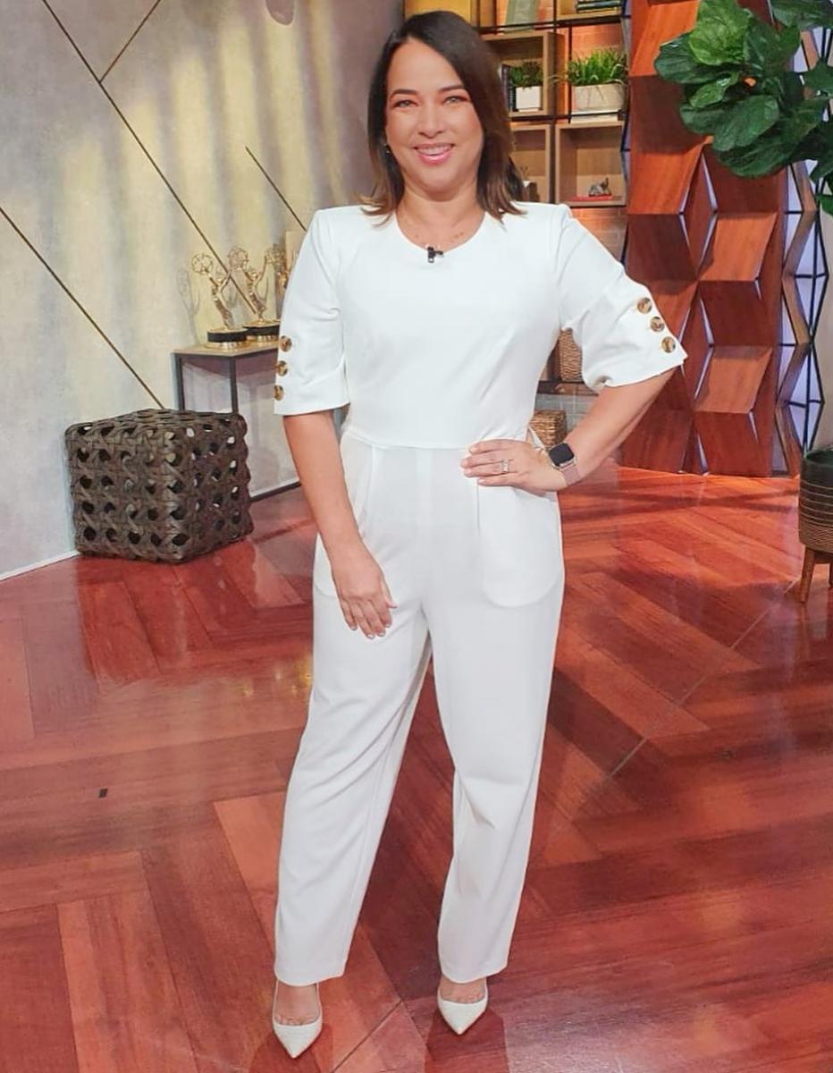 Adamari Lopez, look, un nuevo dia, regreso, jumpsuit blanco, coronavirus