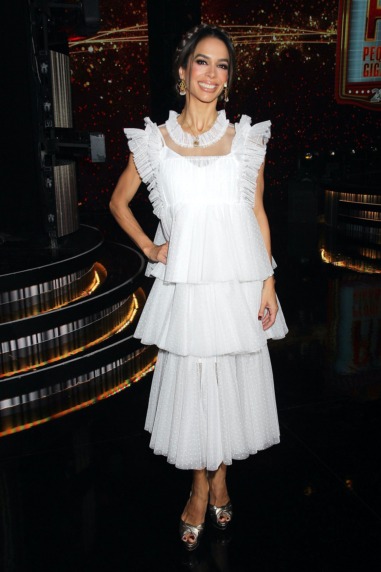 Bibi Gaytan, look, vestido blanco, pequenos gigantes, mexico