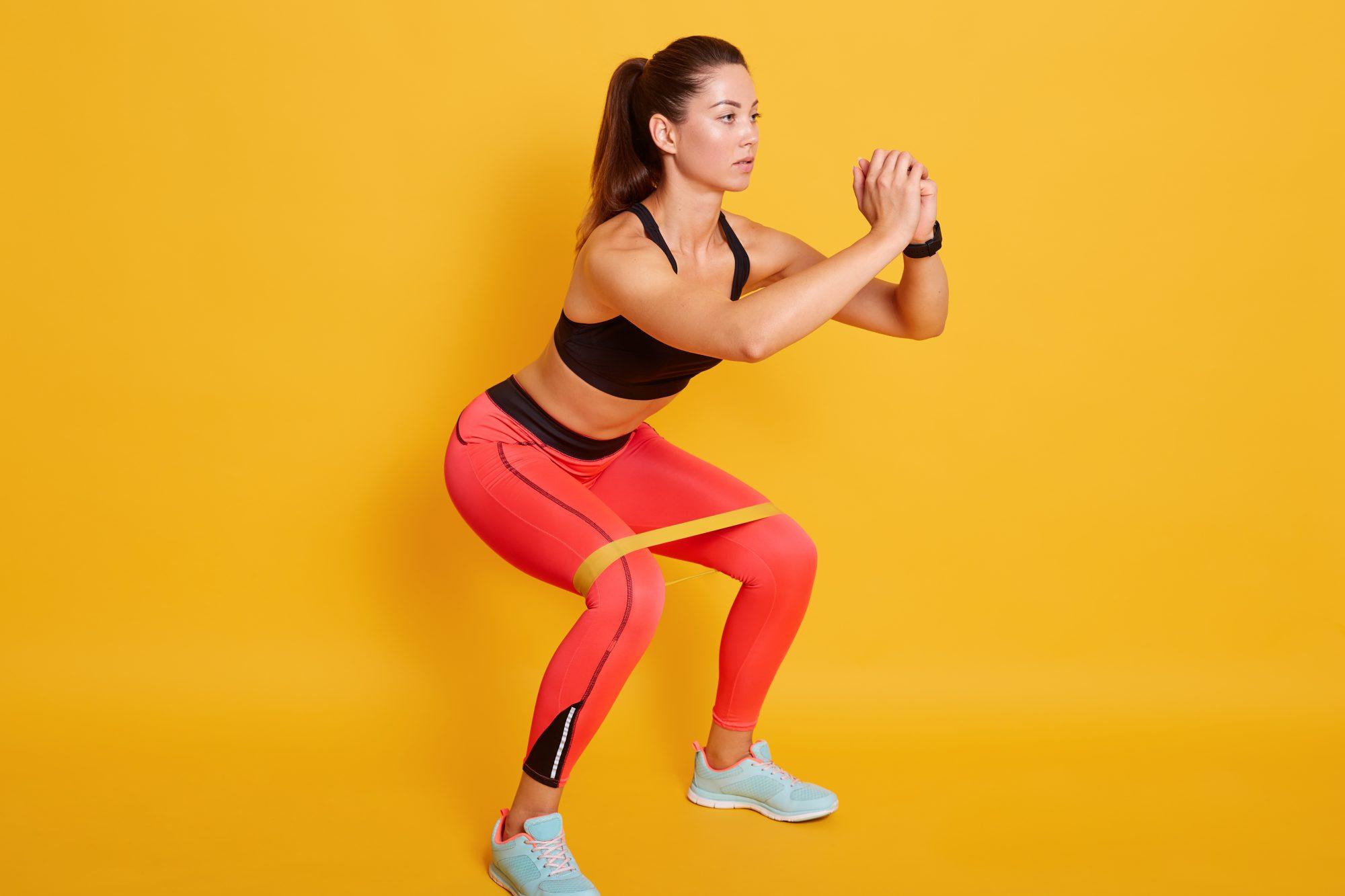 Una rutina de ejercicios para fortalecer piernas, glúteos y abdomen en casa