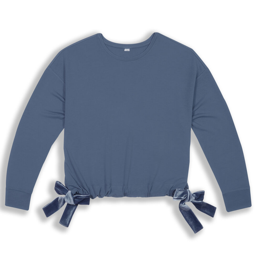 Los dos lazos de este suéter le dan un toque femenino y elegante. Ultra Womens Drape Terry Pullover Crew, de Moret. $18.74. modells.com