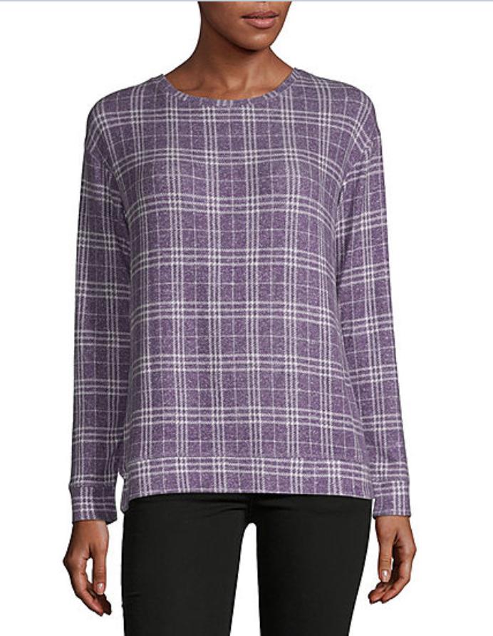 Combina tus leggings con este top a cuadros en tonos blancos y morados. Womens Round Neck Long Sleeve Sweatshirt, de Liz Claiborne. $7.39. jcpenny.com