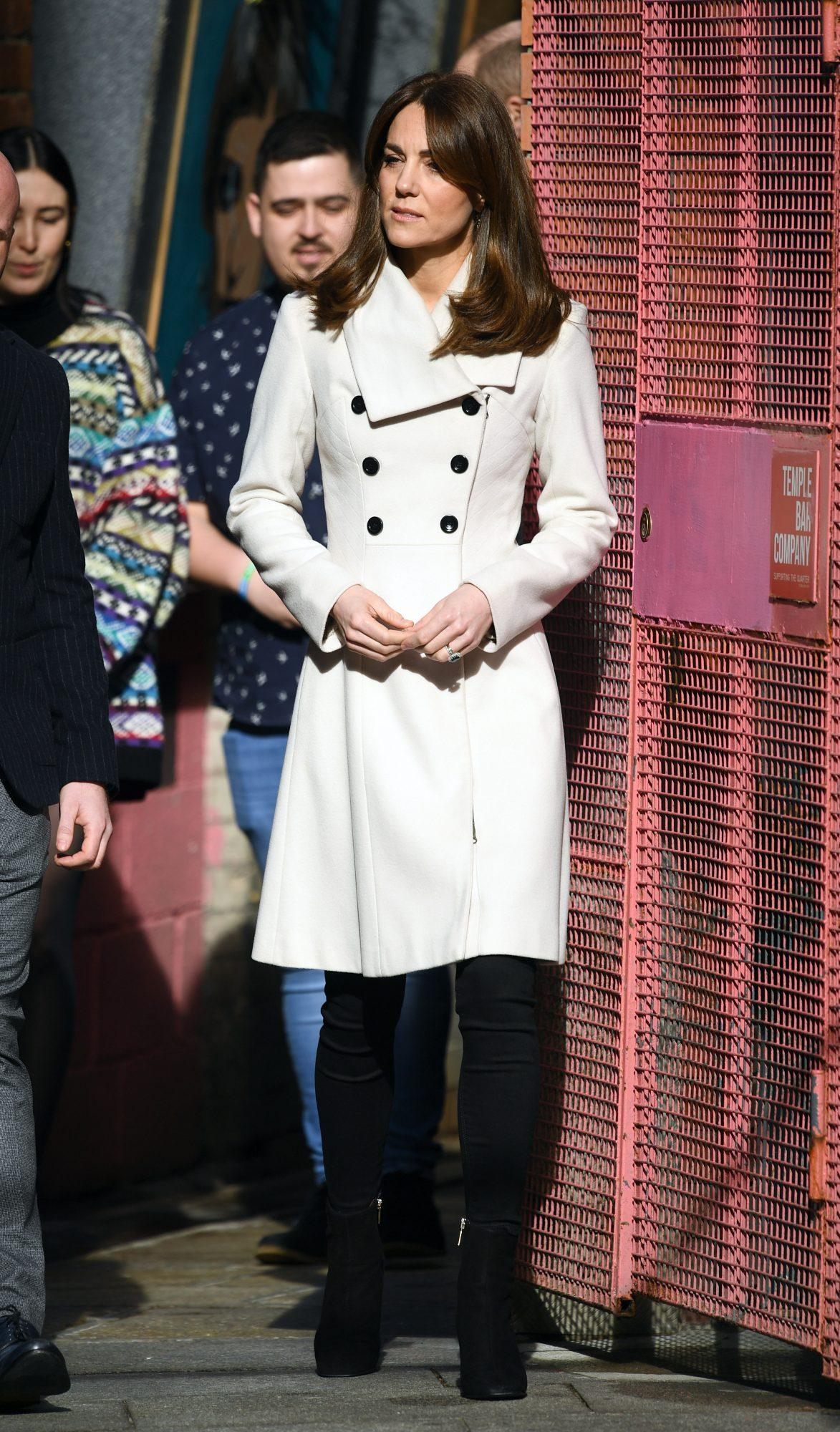 Kate Middleton, looks, londres, abrigo crema
