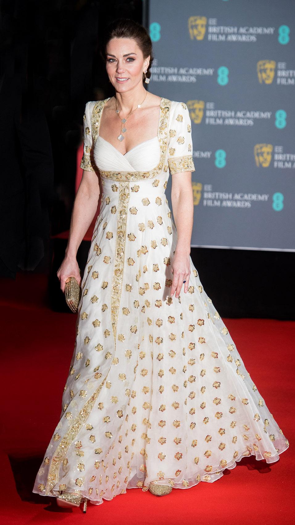 Kate Middleton, looks, mejores looks, londres, traje crema con dorado
