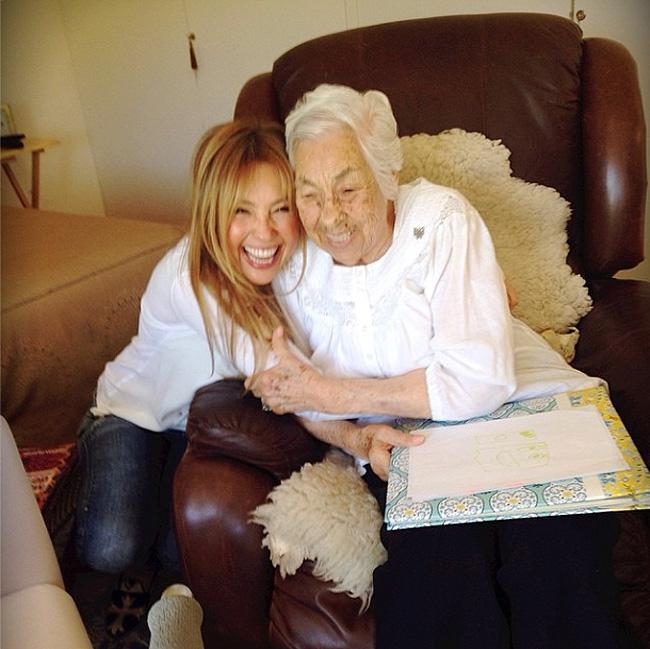 Thalía, abuela, Eva Mange