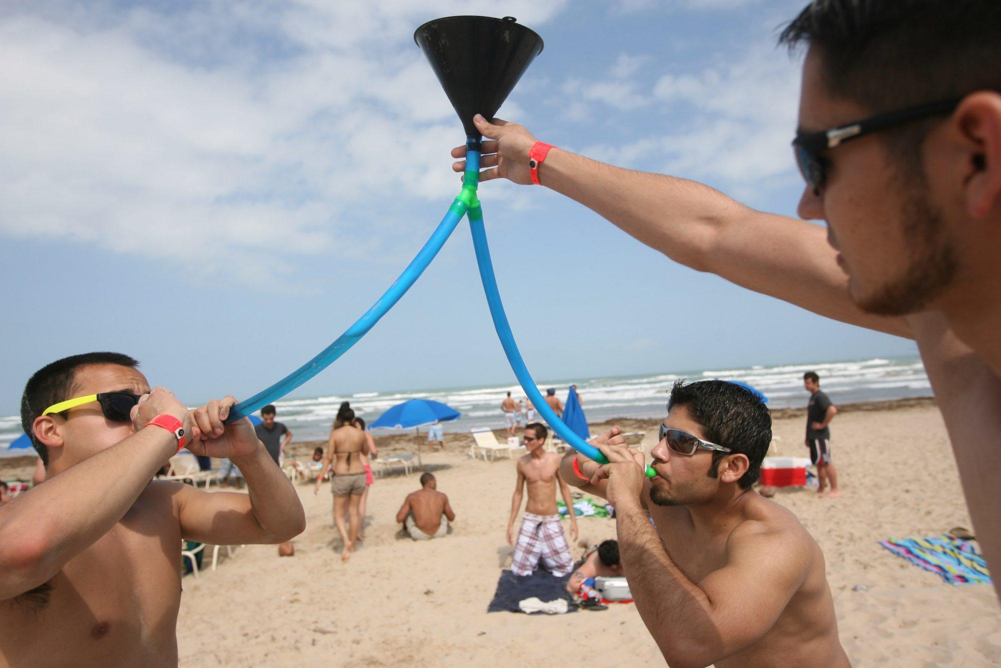 Estudiantes universitarios en Spring Break en South Padre Island, Texas