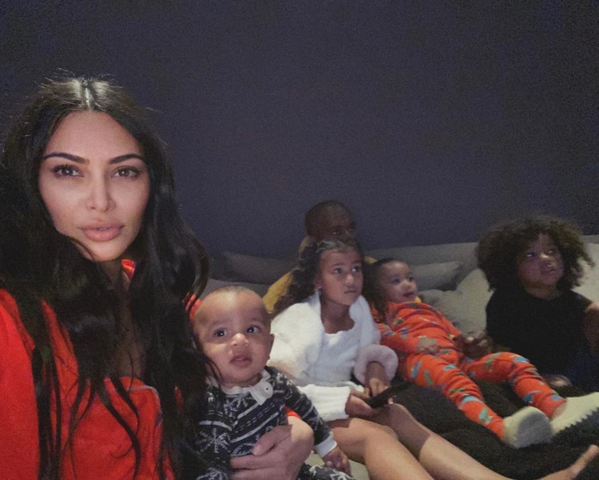 Kim Kardashian y su familia en pijama coronavirus