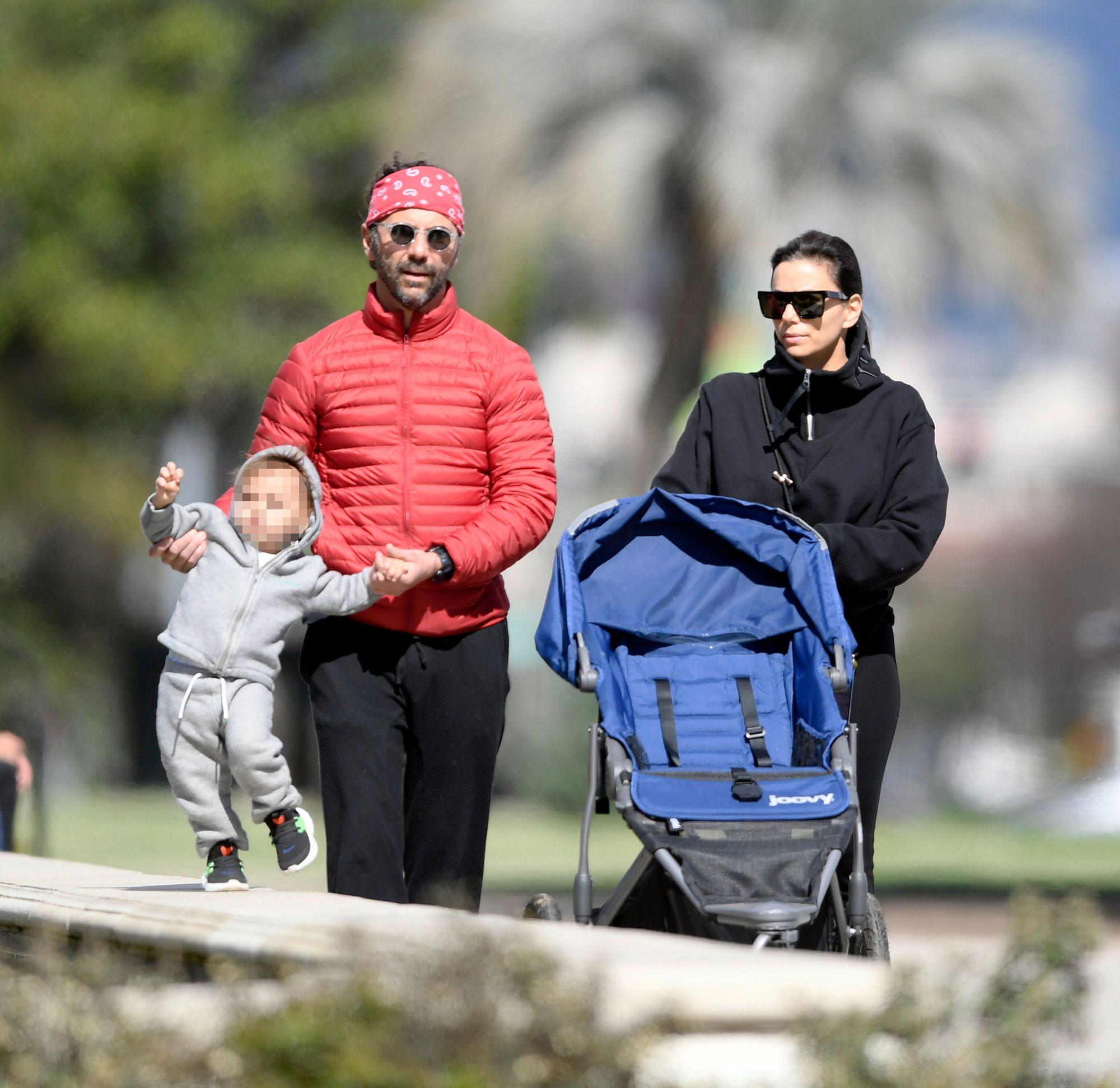 Eva Longoria and family