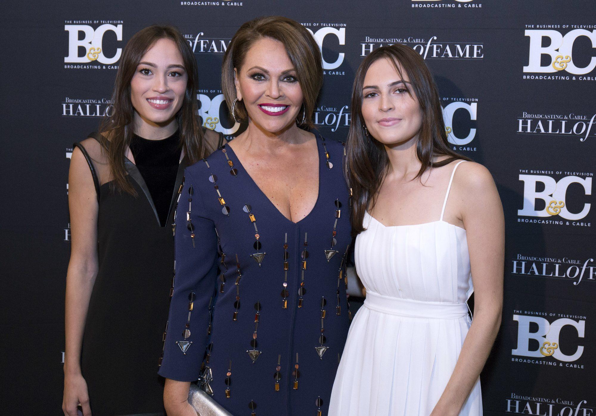 María Elena Salinas, Julia Alajandra, Gabriela María