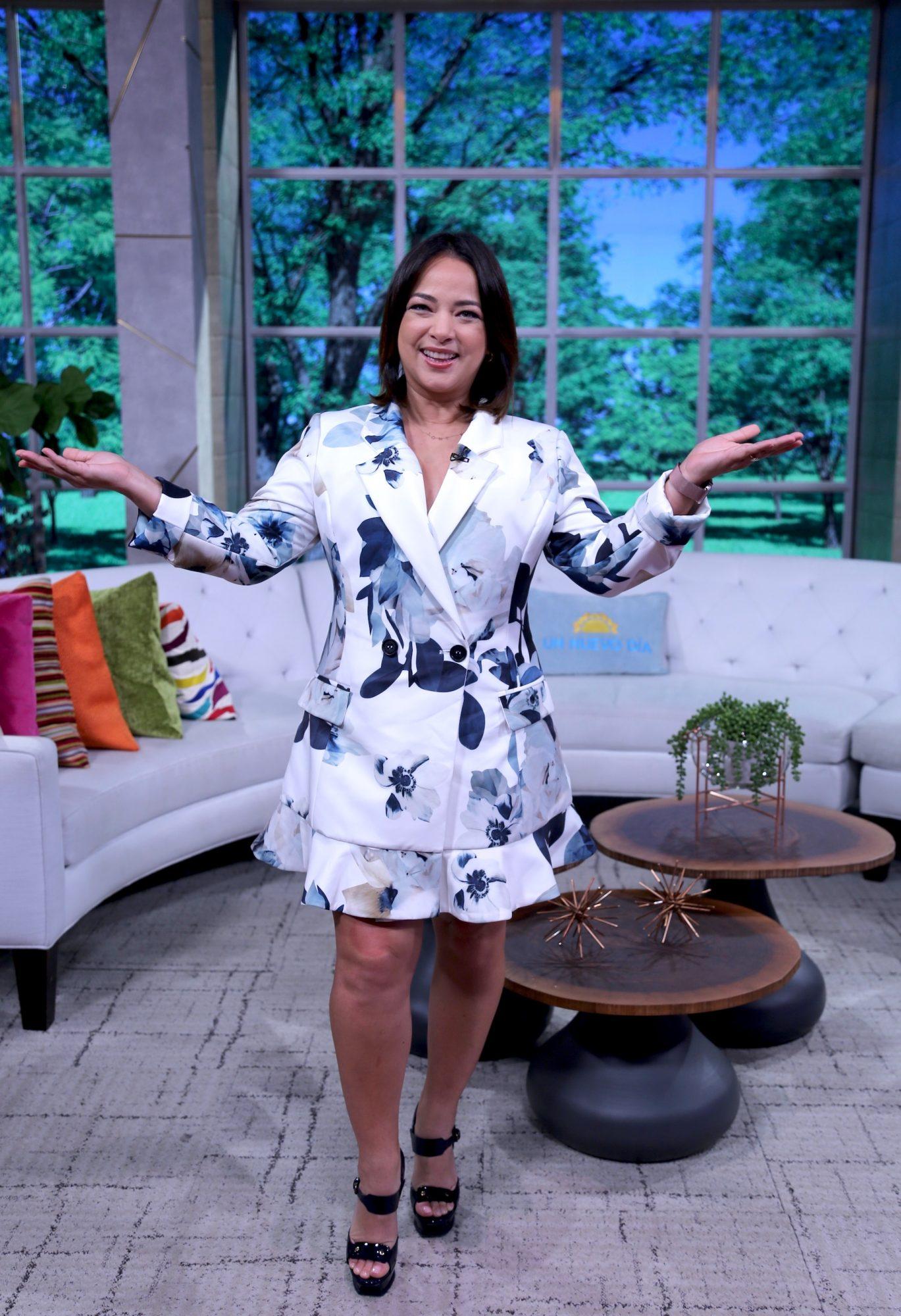 """Adamari López presume su figura con 7 libras menos como embajadora latina de WW en el set de """"Un Nuevo Día"""""""