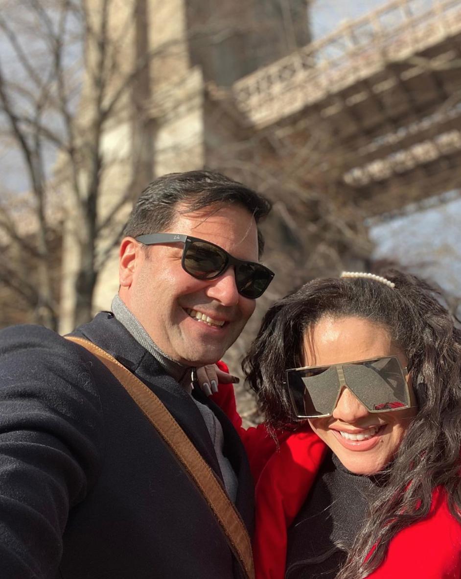 Carolina Sandoval con su esposo