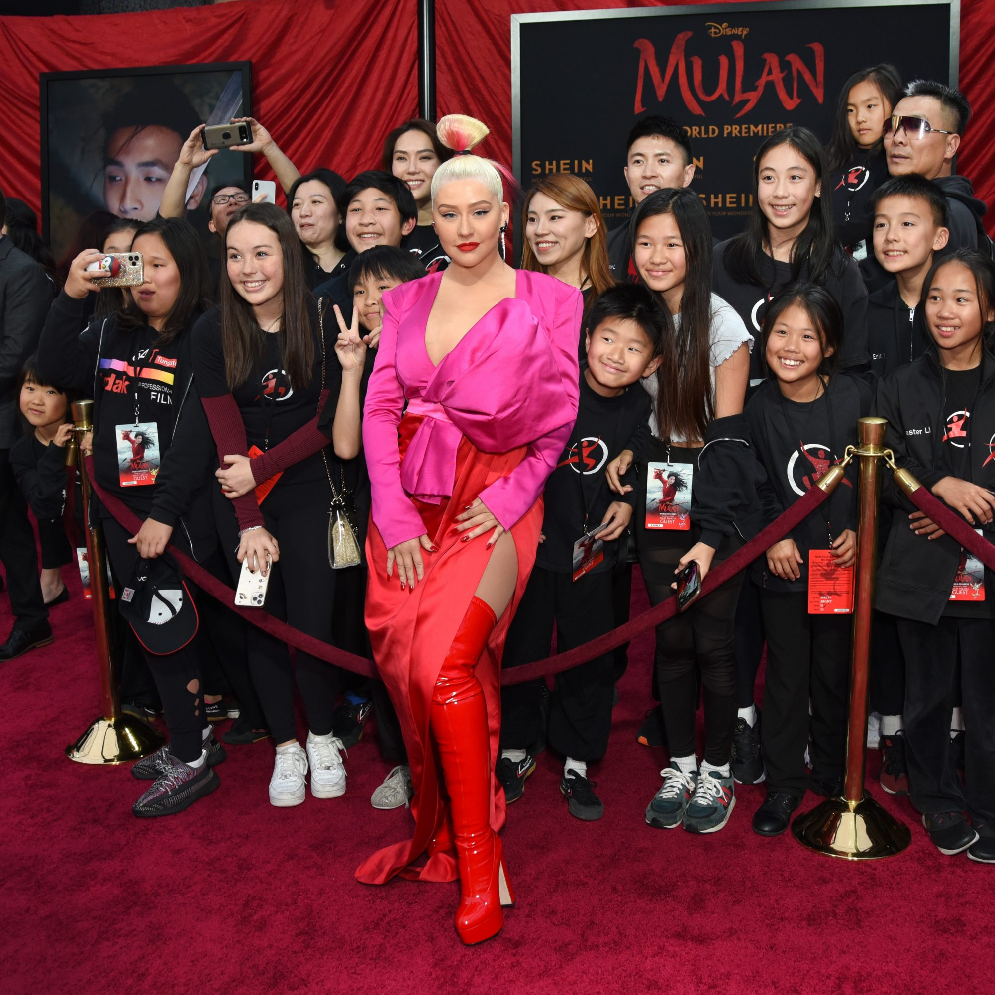 Christina Aguilera guapísima en la alfombra roja de la premiere de la cinta Mulan