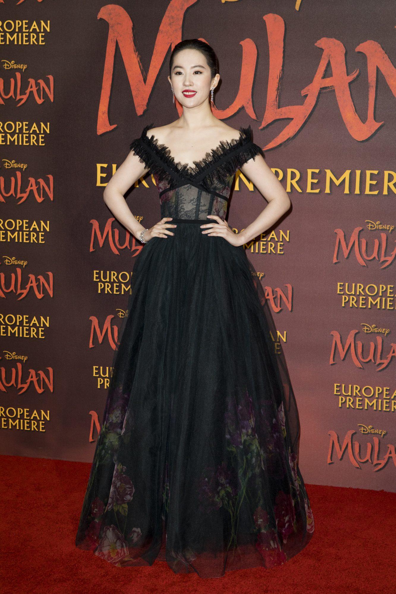 Yifei Liu, look, vestido, premier, pelicula Mulan, Londres