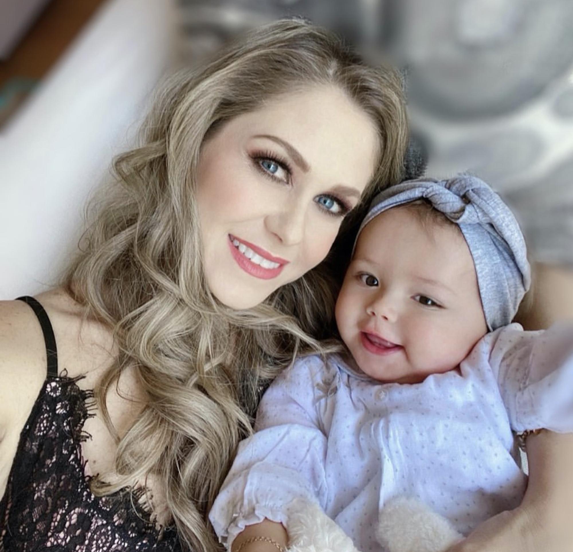 Ingrid Martz y su hija 2