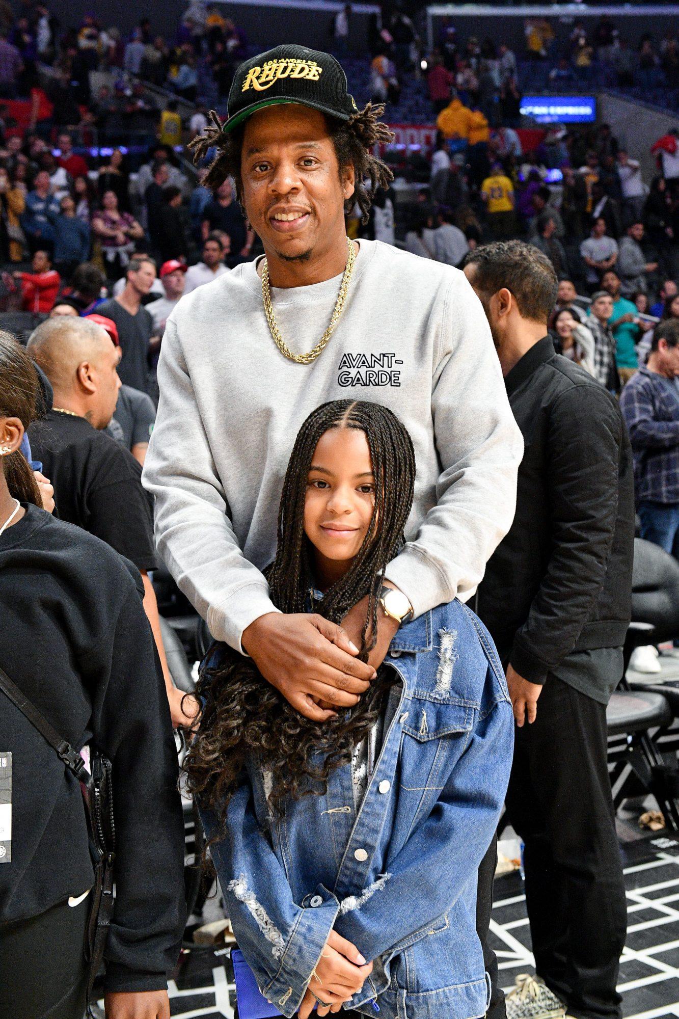 Jay-Z partido de baloncesto en el Stapes Center de Los Ángeles con su hija Blue Ivy Carter.