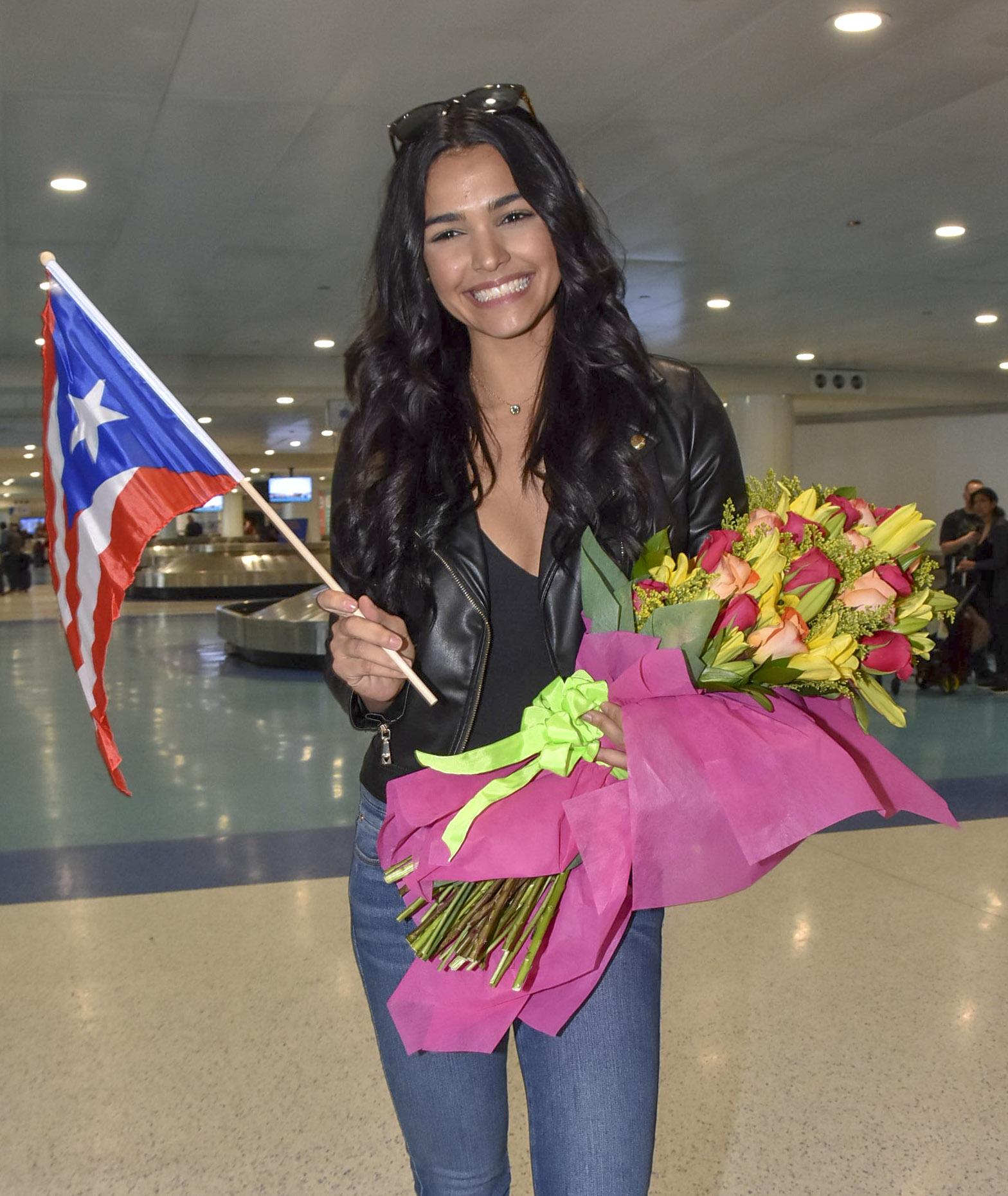 Kiara Liz Ortega la ex Miss Puerto Rico y reciente ganadora del reality show 'Mira Quien Baila' de Univisión, no dejó de bailar de la alegría a su llegada a Puerto Rico, donde fue recibida por sus familiares y fanáticos.