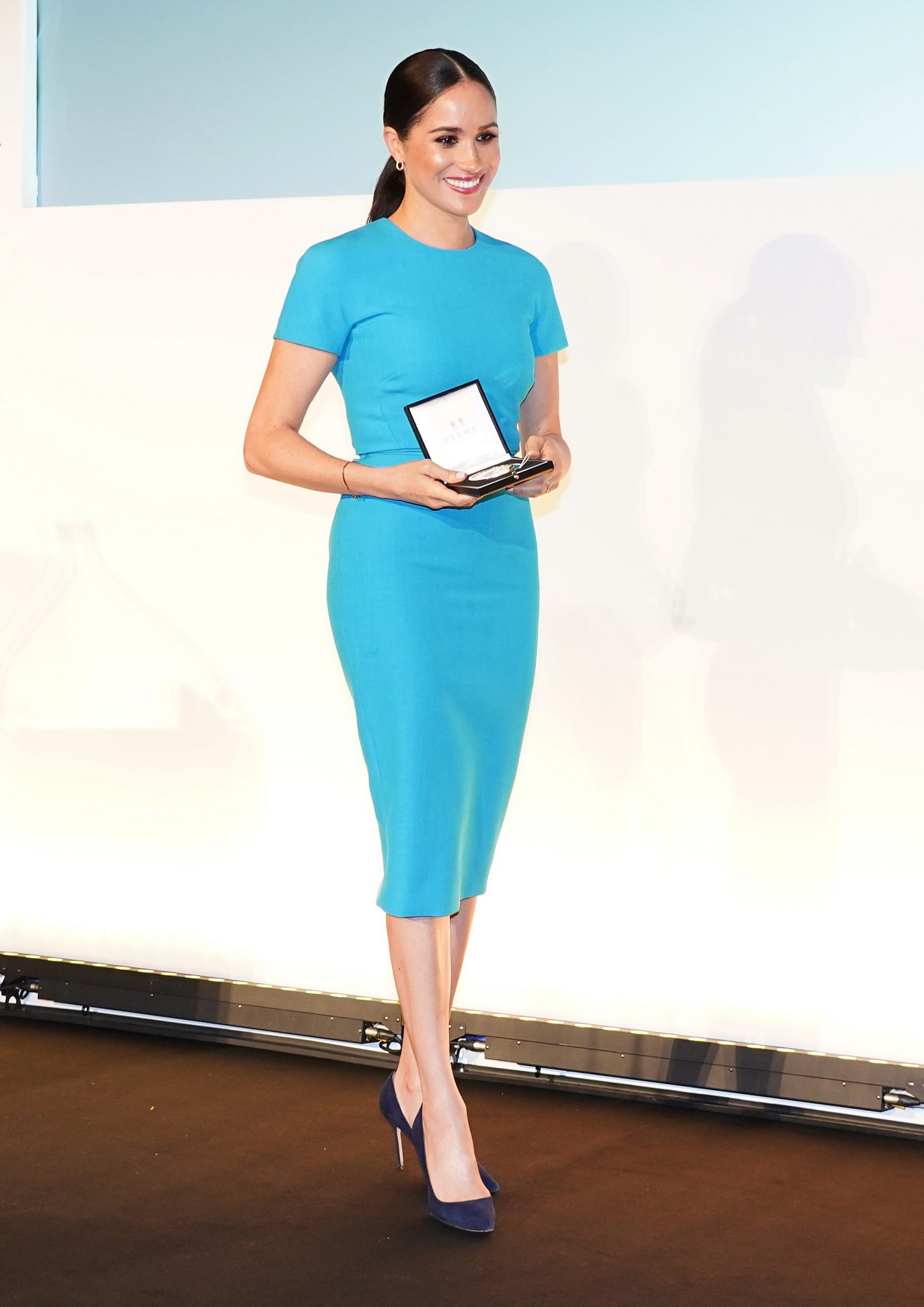 Meghan Markle, look, vestido azul, Londres, premios Endeavour, londres