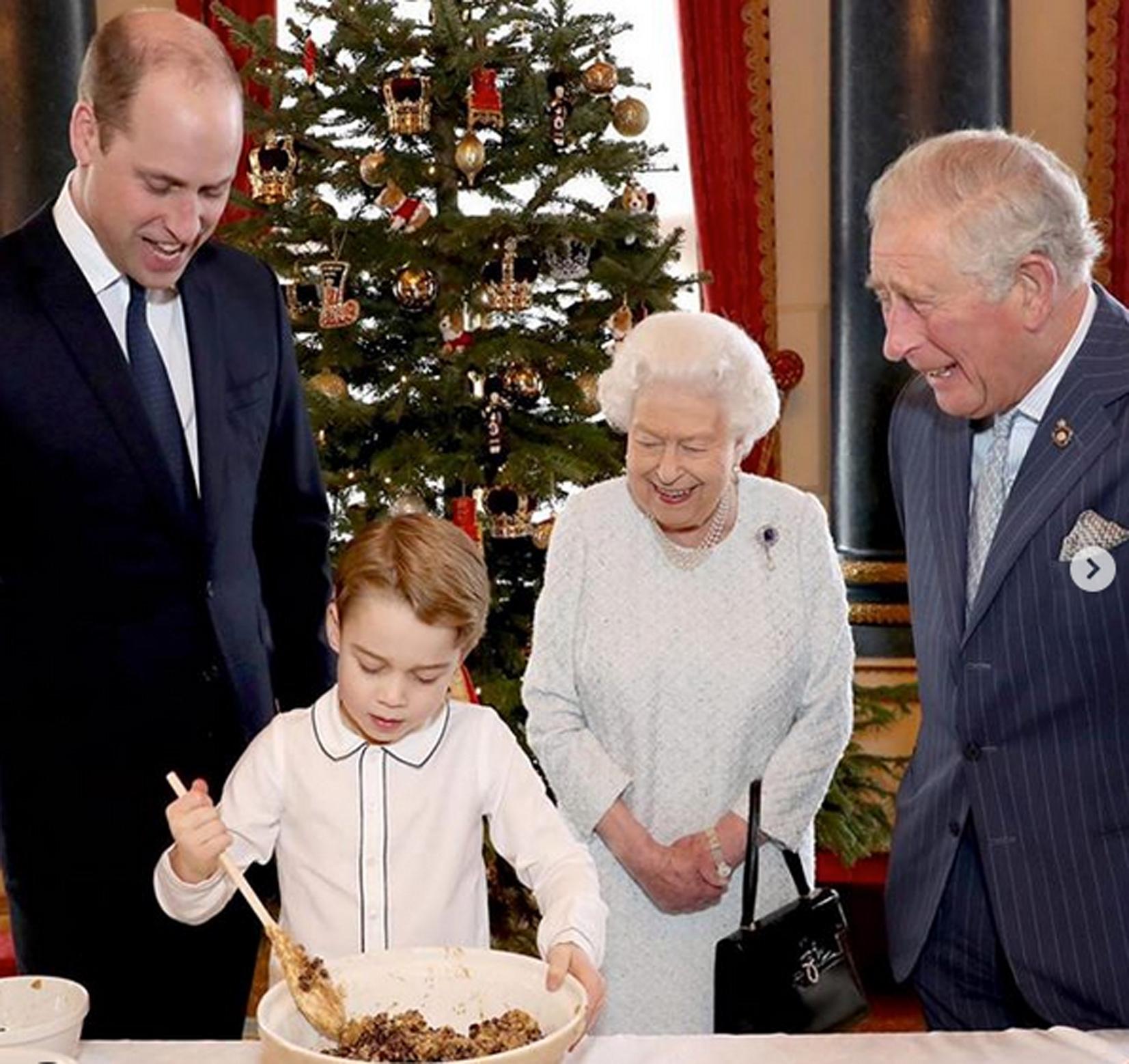 Príncipe William Reina Isabel príncipe Carlos príncipe George