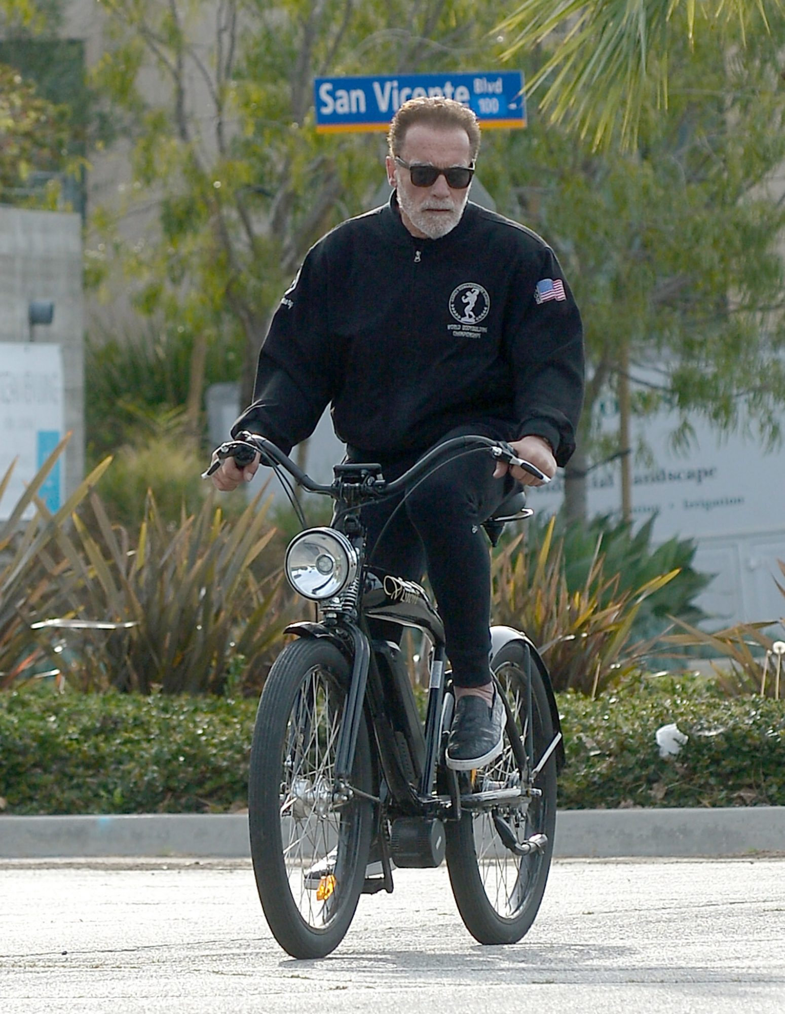 Arnold Schwarzenegger goes for a bicycle ride during the Coronavirus outbreak in Los Angeles. The 72 year old former Governor of California wore an all black outfit as he rode along on a vintage style ride. Arnold Schwarzenegger riding his bike after his daughter Katherine made the farmers market