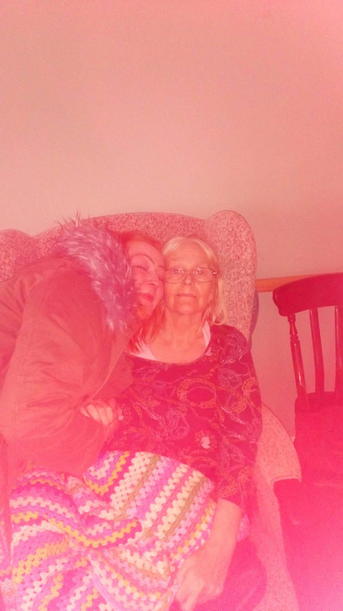 Laura Richards y su madre Julie Murphy