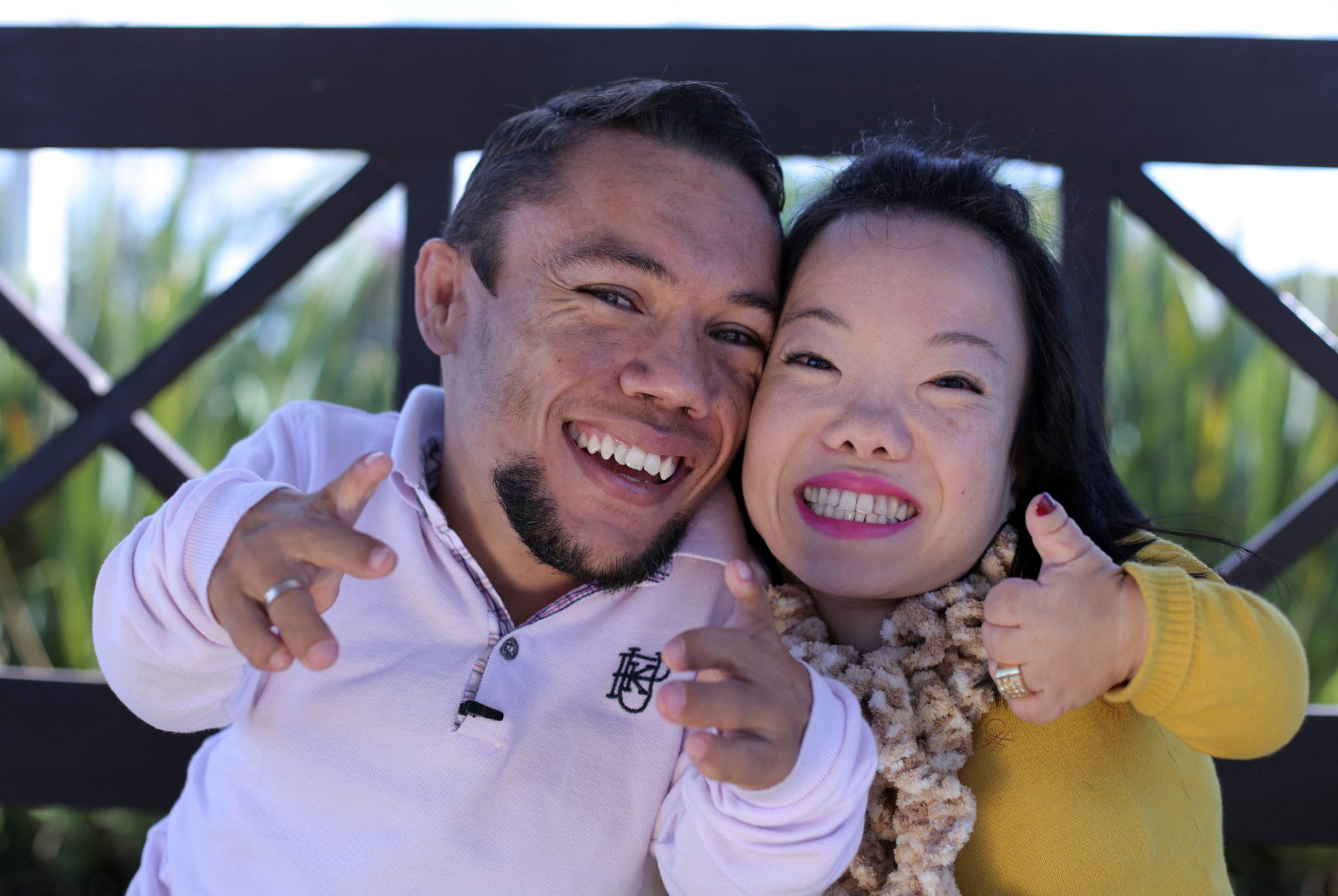 conoce la historia de la pareja casada más pequeña del mundo