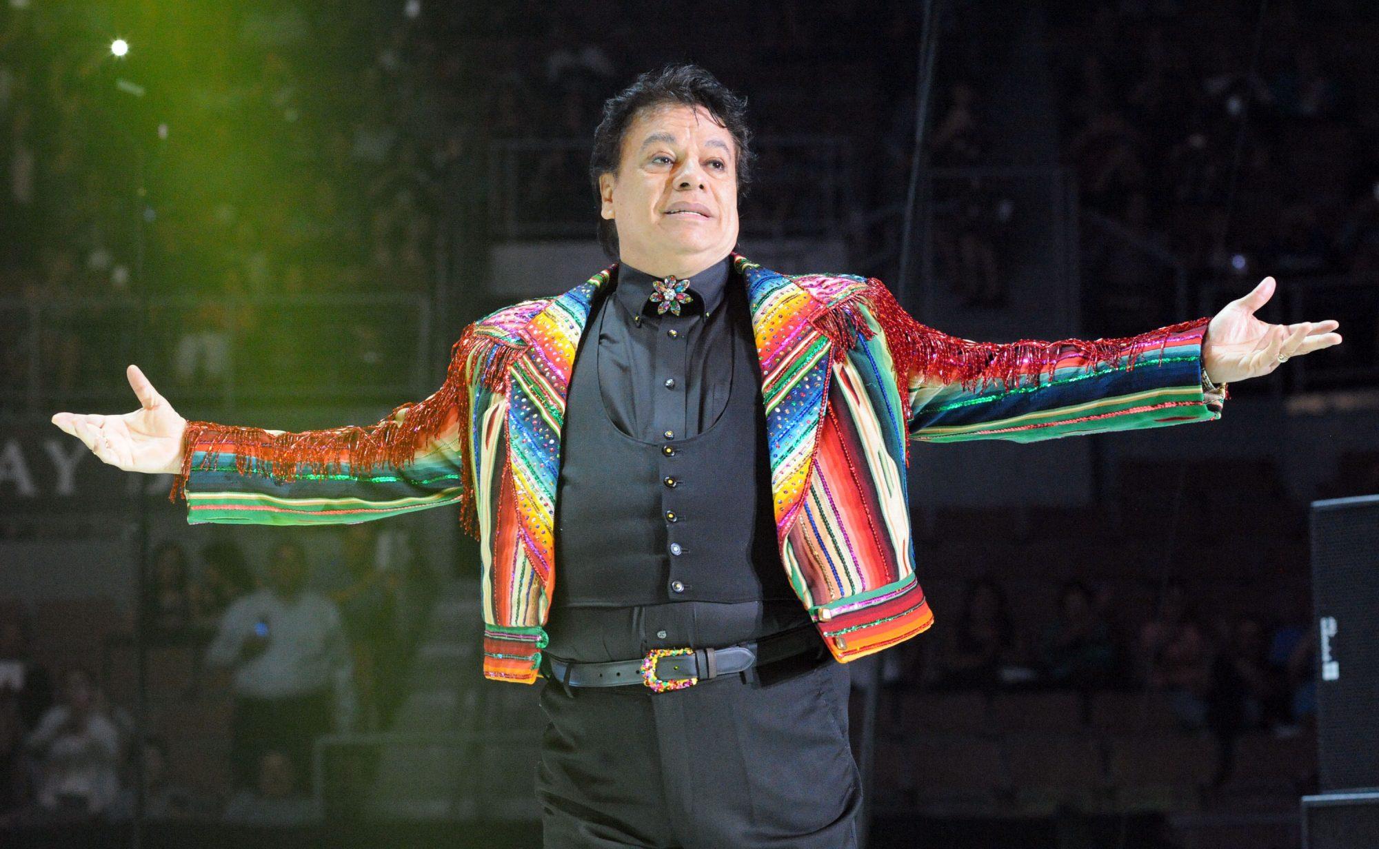 Cantante Harry Styles ha usado trajes inspirados por Juan Gabriel