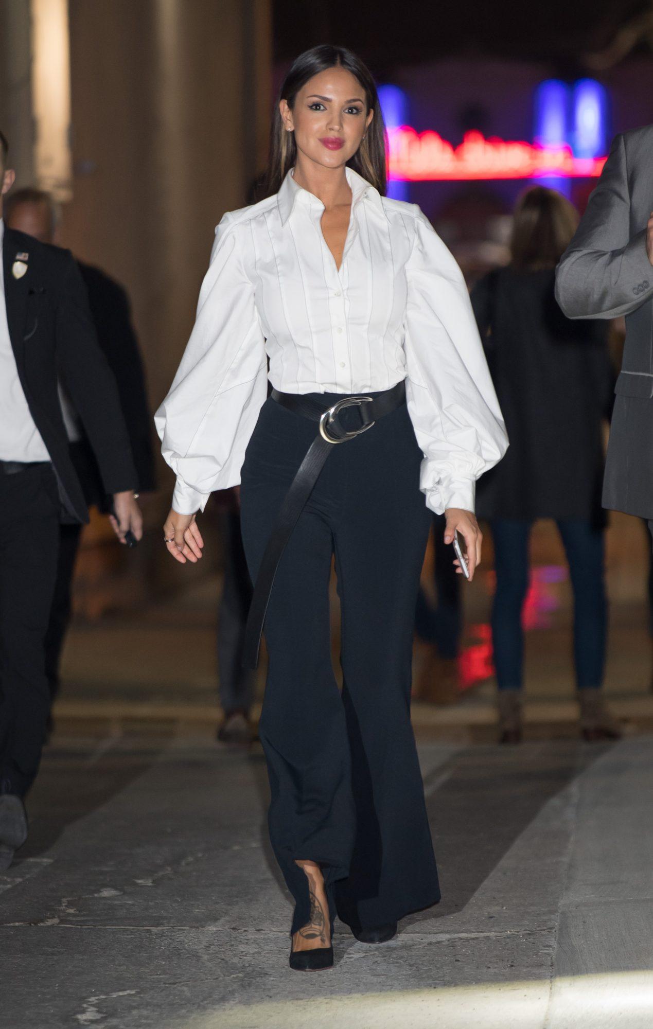 Eiza Gonzalez con camisa blanca