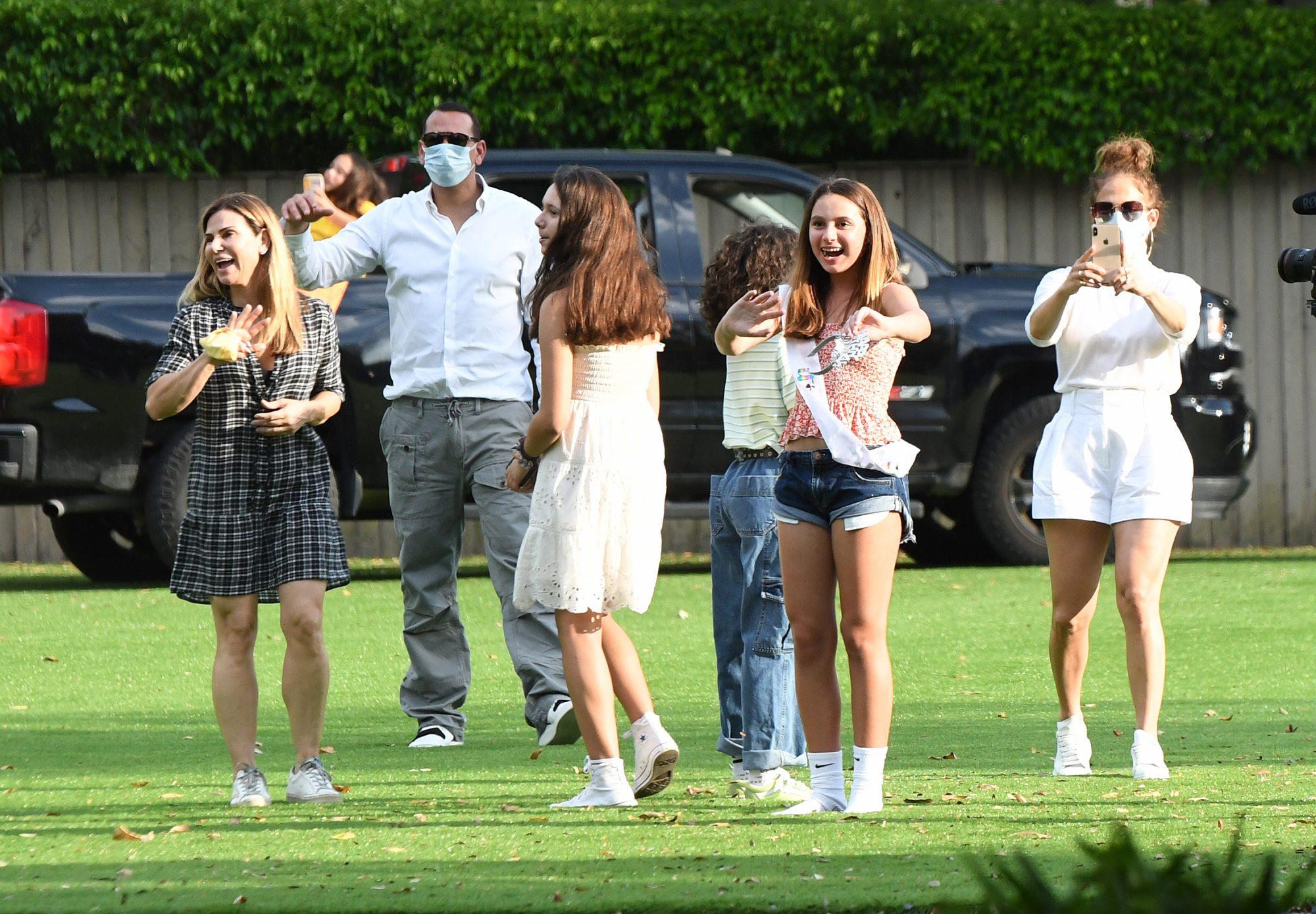 Alex Rodríguez celebra a su hija con su ex esposa y Jennifer López fotos miralos