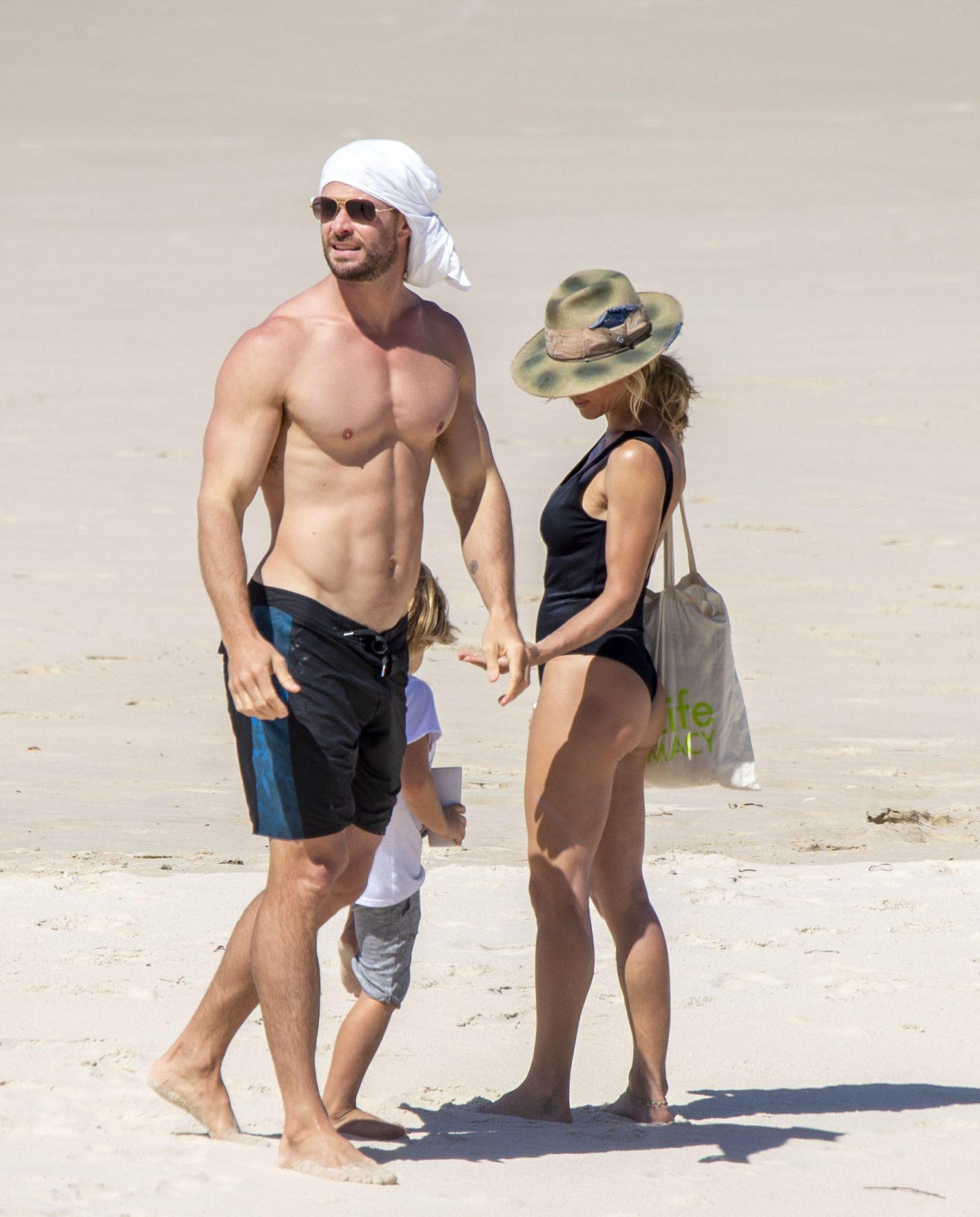Chris Hemsworth playa en Australia con esposa Elsa pataky
