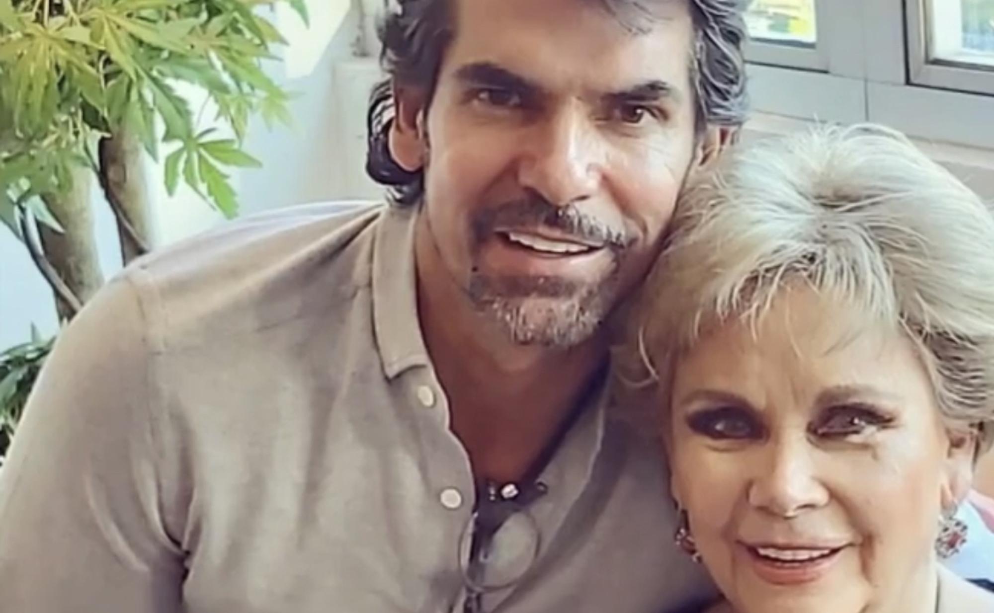 Armando Araiza y su madre