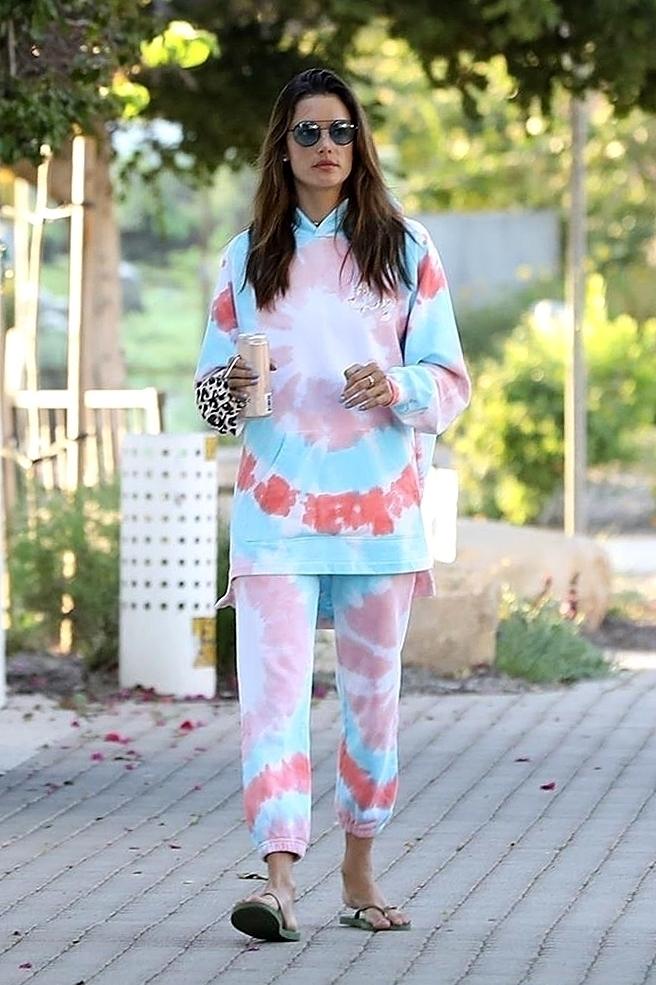 Alessandra Ambrossio en tie dye