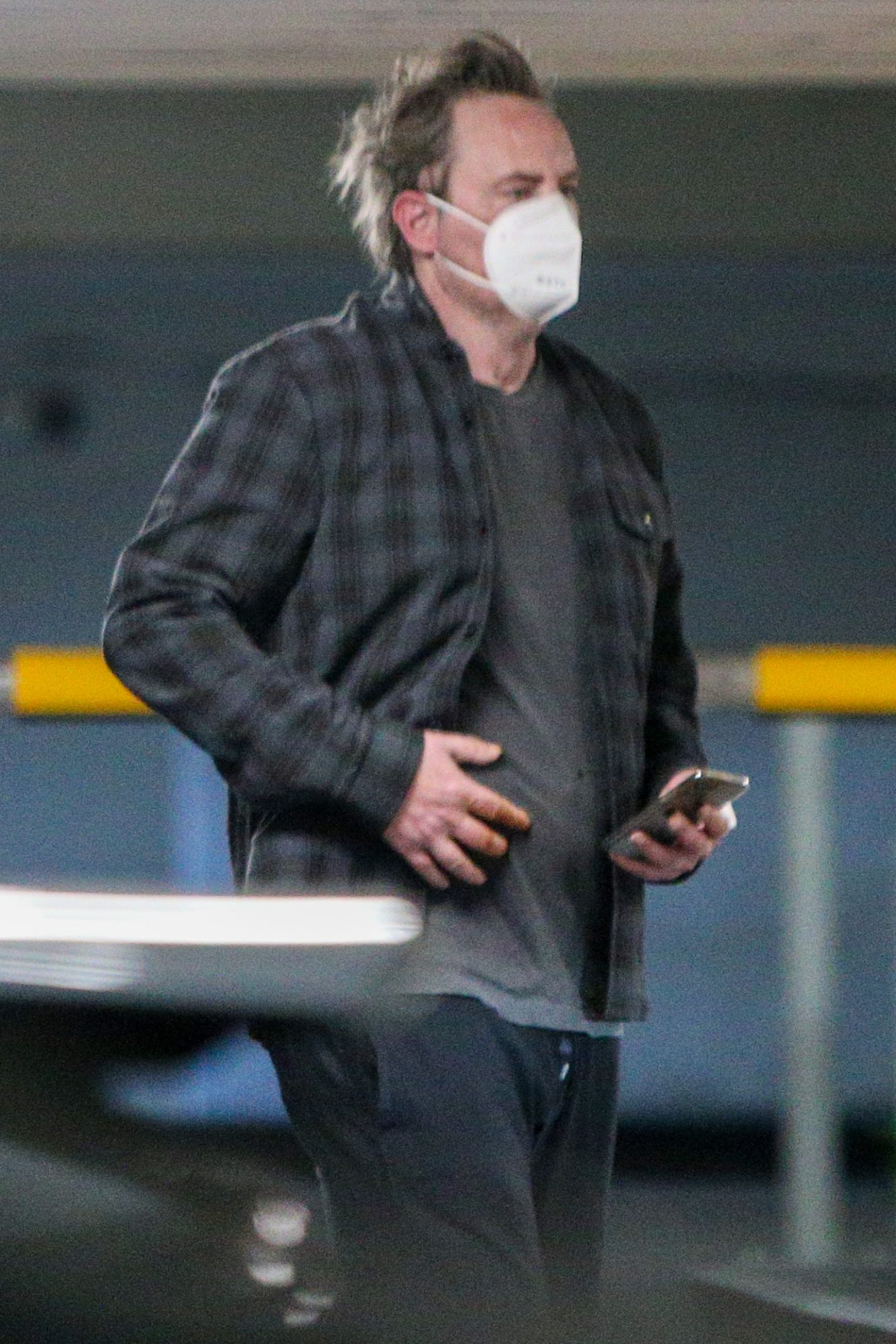Matthew Perry con mascara cuarentena